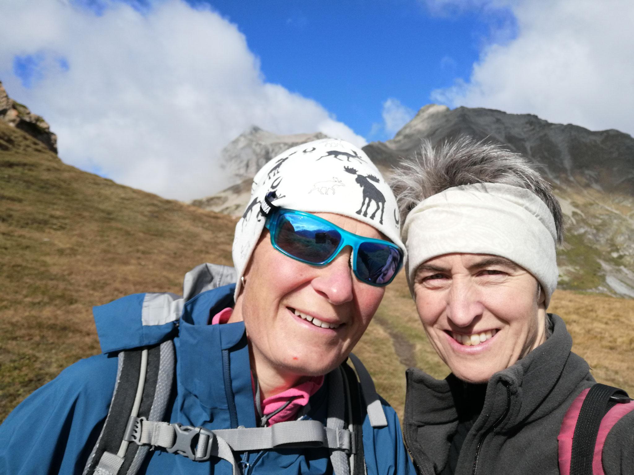 Jolanda (Hüttenwartin Baltschiederklause, Skilehrerin) und Cornelia (Wanderleiterin, Rangerin)