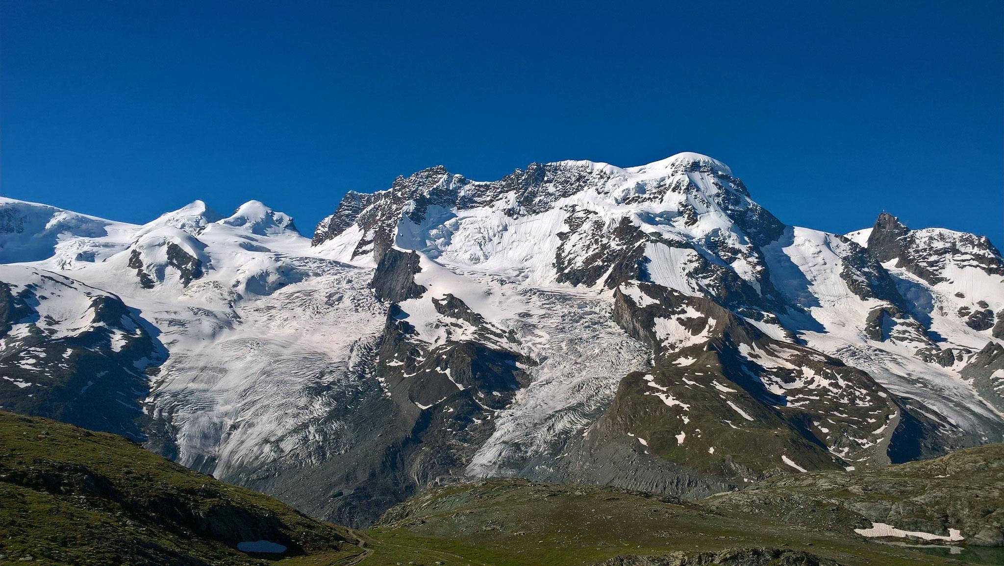 v.l. Castor, Pollux, Breithorn und Klein Matterhorn