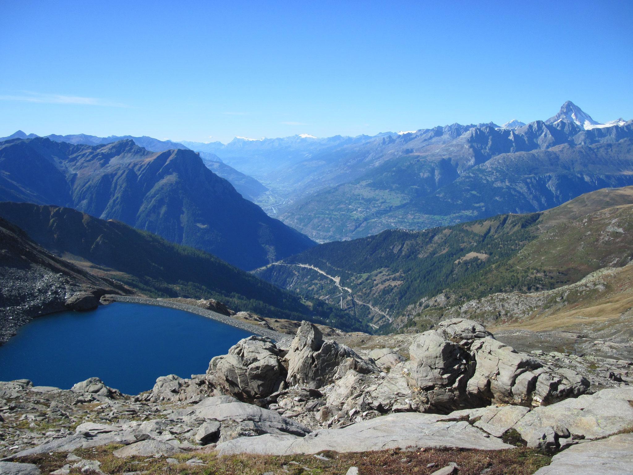 Bortelsee und Ausblick ins Rhonetal
