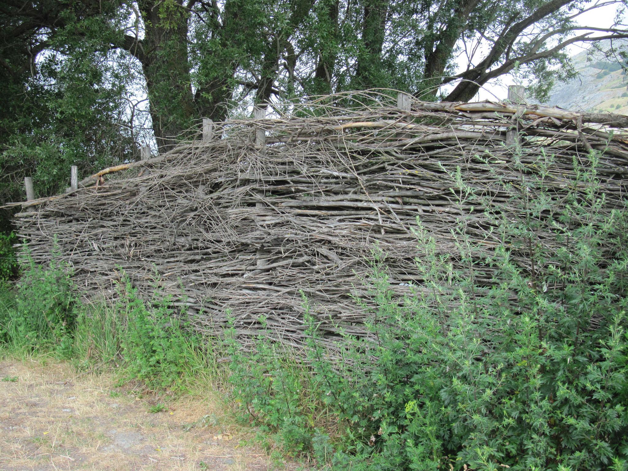 Zaun aus Naturmaterial