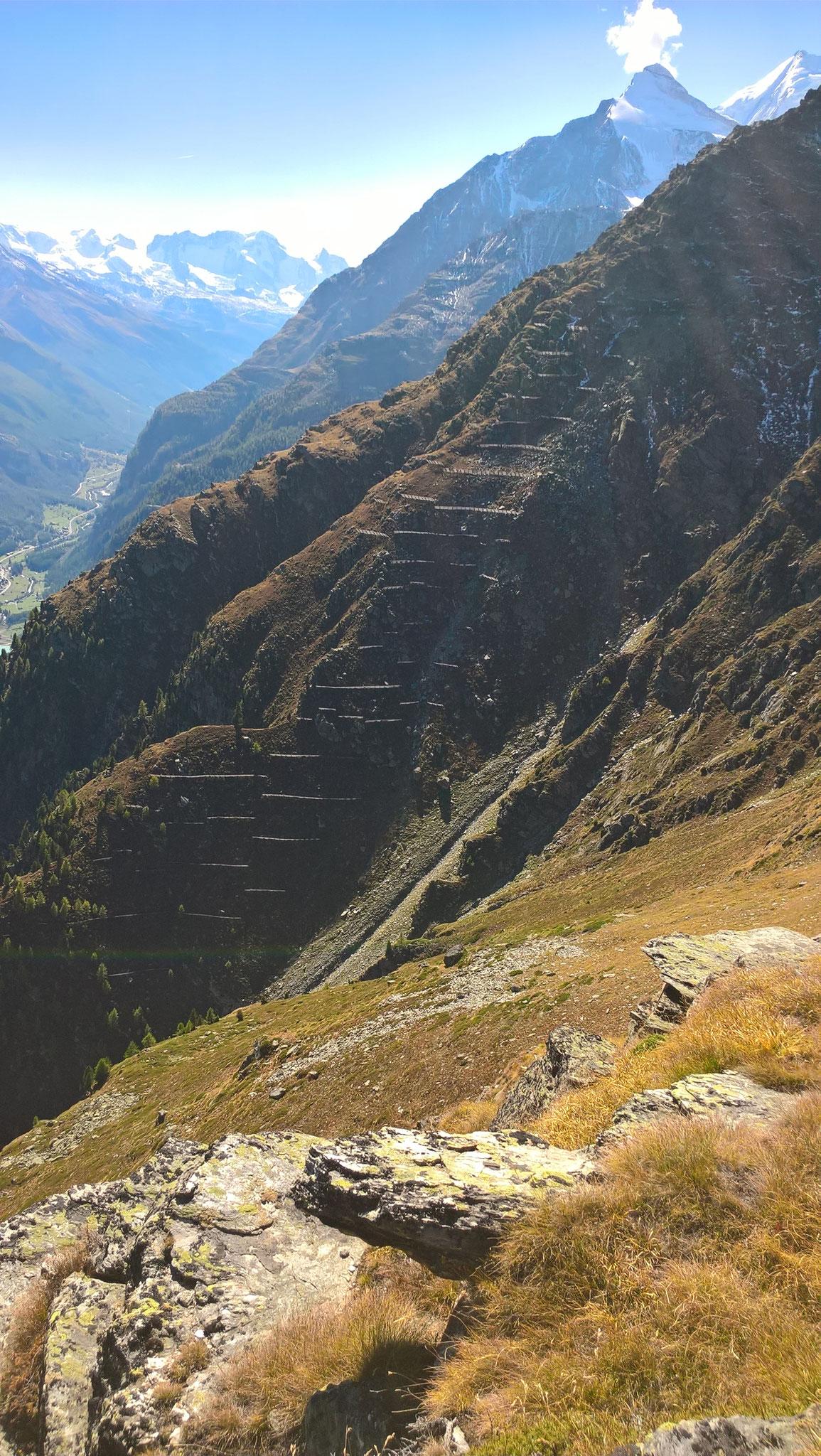 Lawinenverbauungen oberhalb Alp Sparru