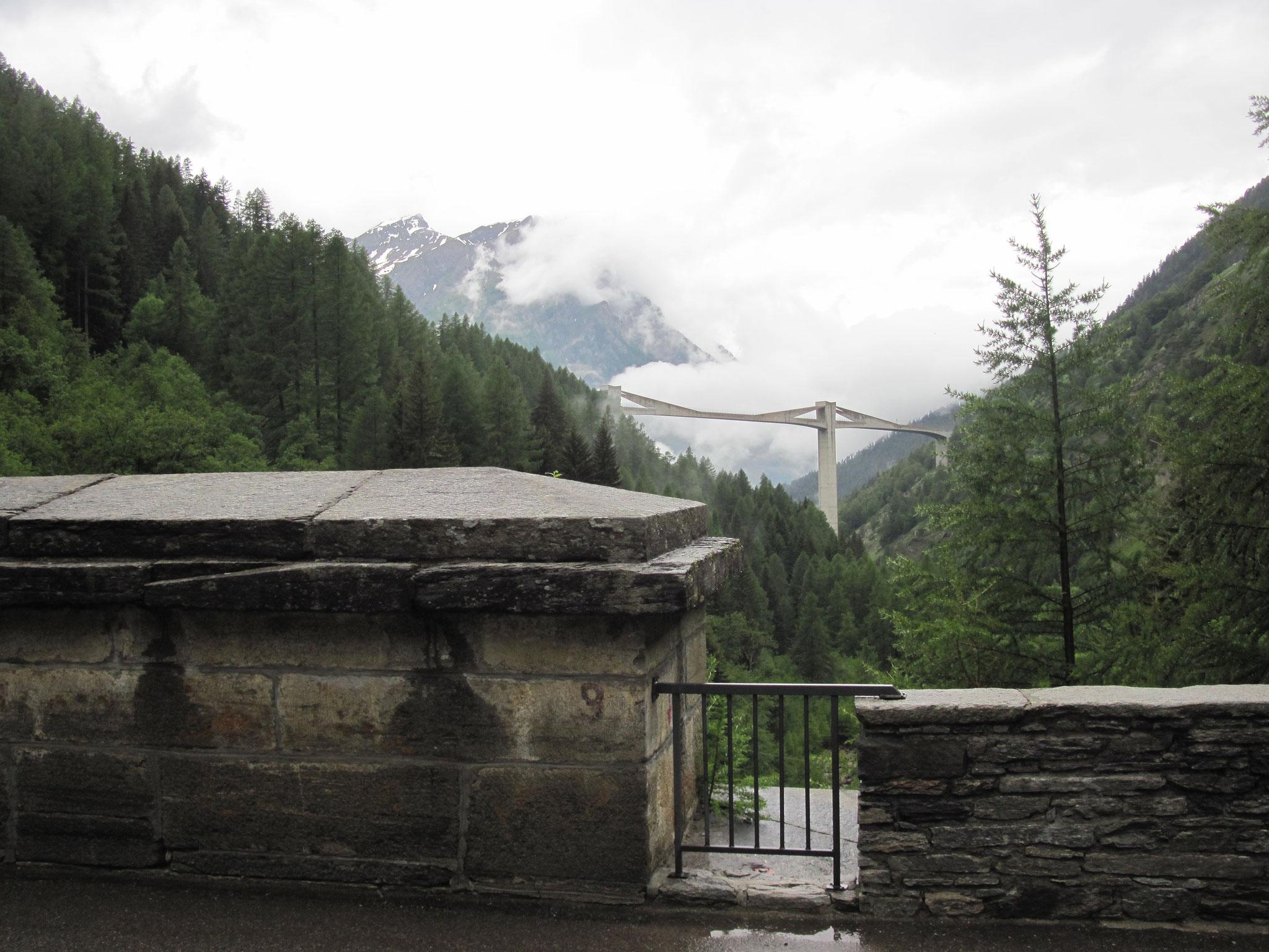 Ausblick von der alten Ganterbrücke zur neuen Ganterbrücke