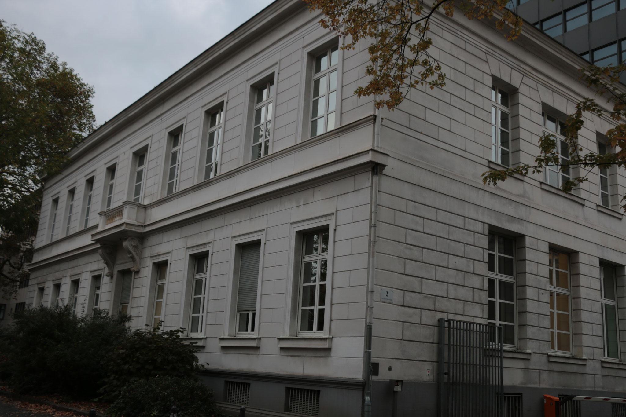 Preußen-Tour - Der noch erhaltene Ostflügel des Regierungspräsidiums (1832), heute Teil der Bezirksregierung Köln