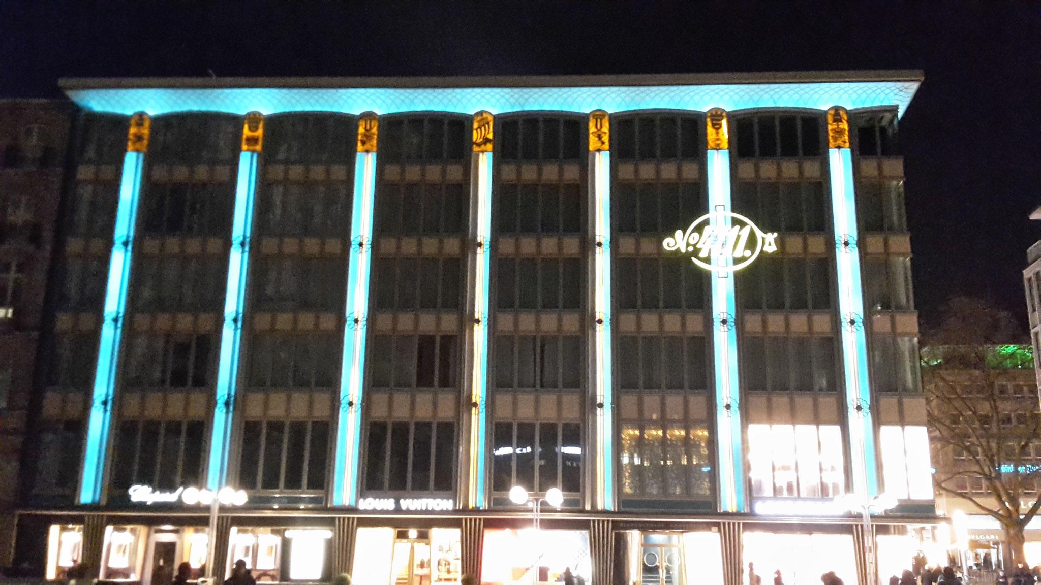 Führung Köln 50er/60er-Jahre - Blau-Gold-Haus (1952), ein Meisterwerk - bei Nacht, indirekt beleuchtet