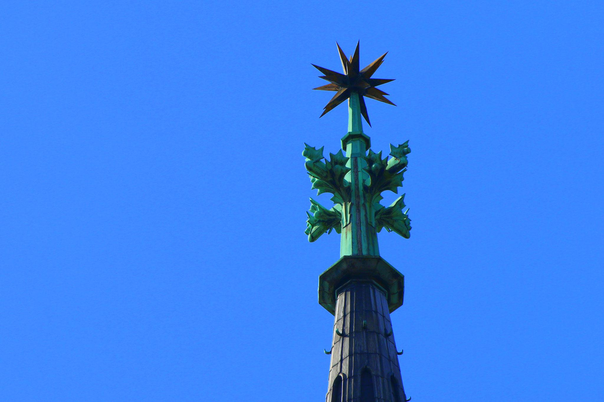 Der Stern von Bethlehem weist auf die Ruhestätte der Heiligen Drei Könige hin