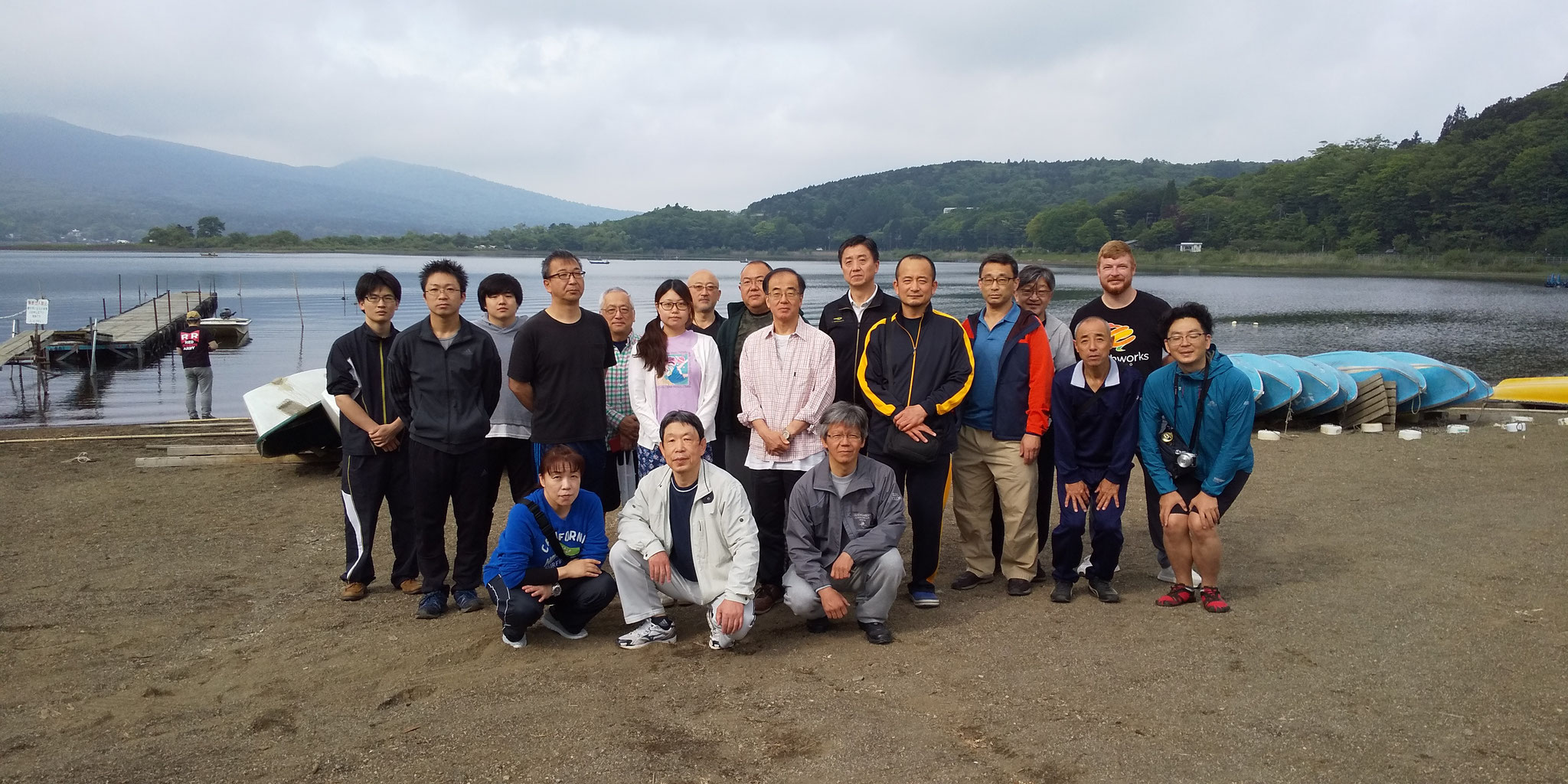 "In front of Lake Yamanaka, ""Hey everyone, this is a photo."""