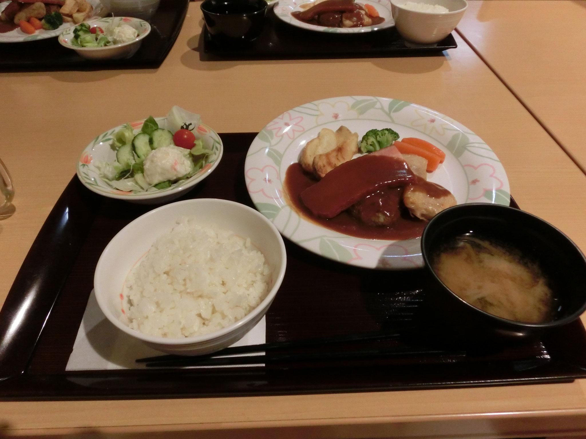 夕食で~す!