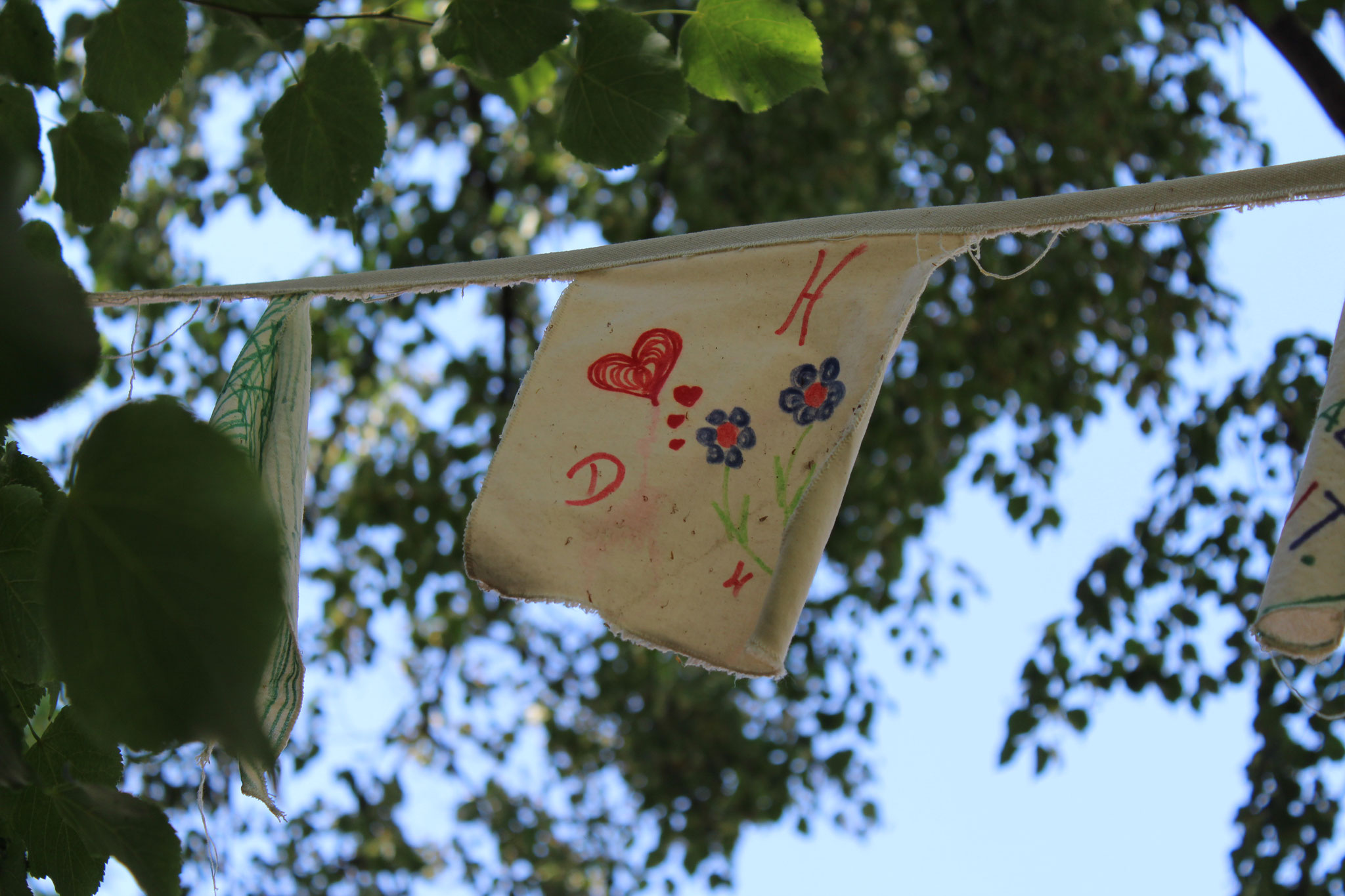 Gartenstadt KalkNord_Wunderliche Blütenwerkstatt_Detail Wimpelkette Nr.1_2020_Britta Frechen