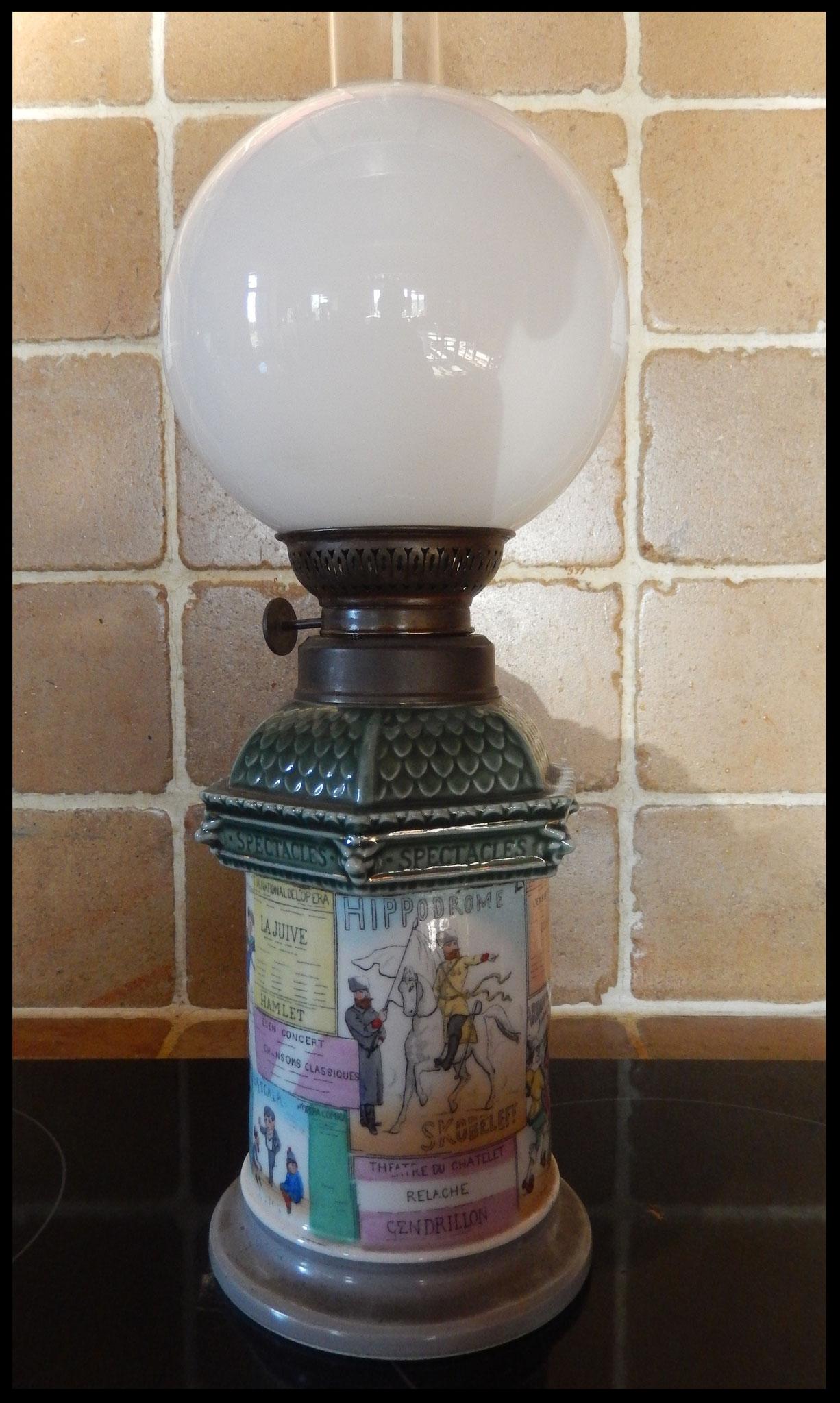 lampe à pétrole colonne Morris paris 1900 . théâtre le châtelet Elysée  Montmartre