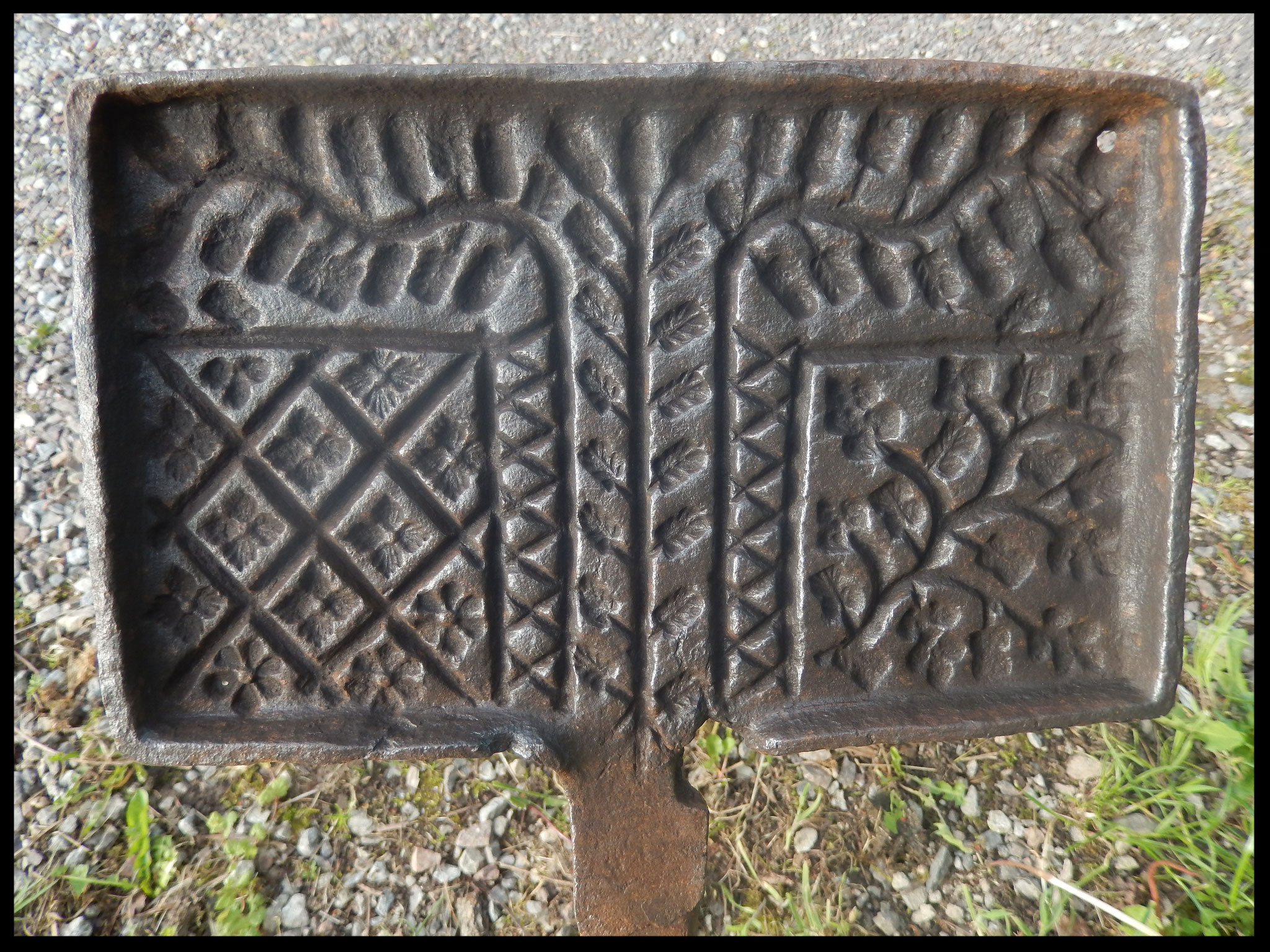 moule fer   à gaufres en fer forgé gravé