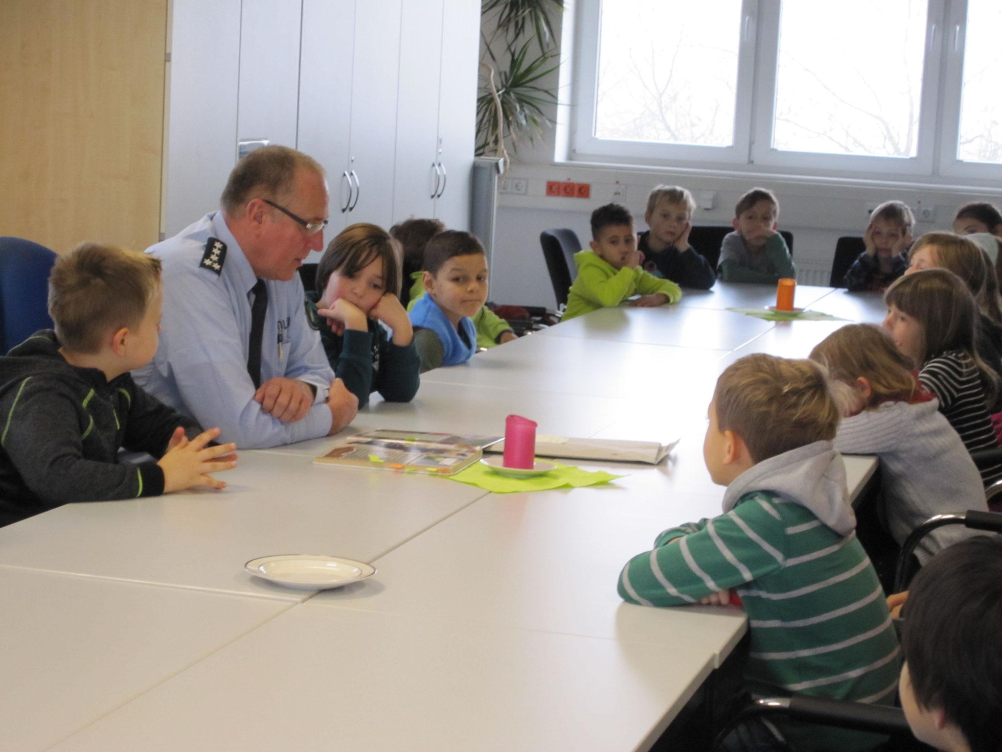 Laurentiusschüler der SEP 2 auf der Polizeiwache