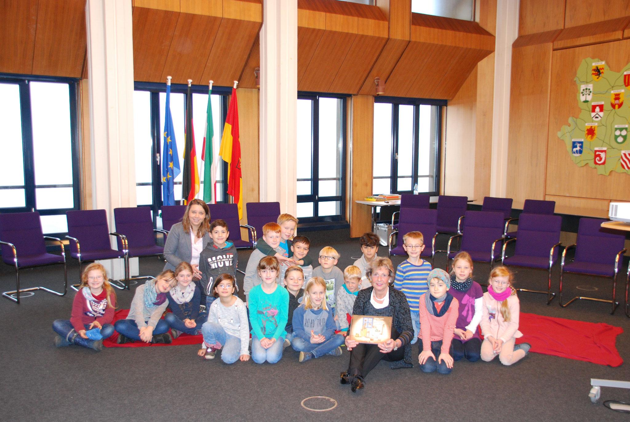 Laurentiusschüler der 3a zu Gast im Ausschusszimmer des Kreises Warendorf