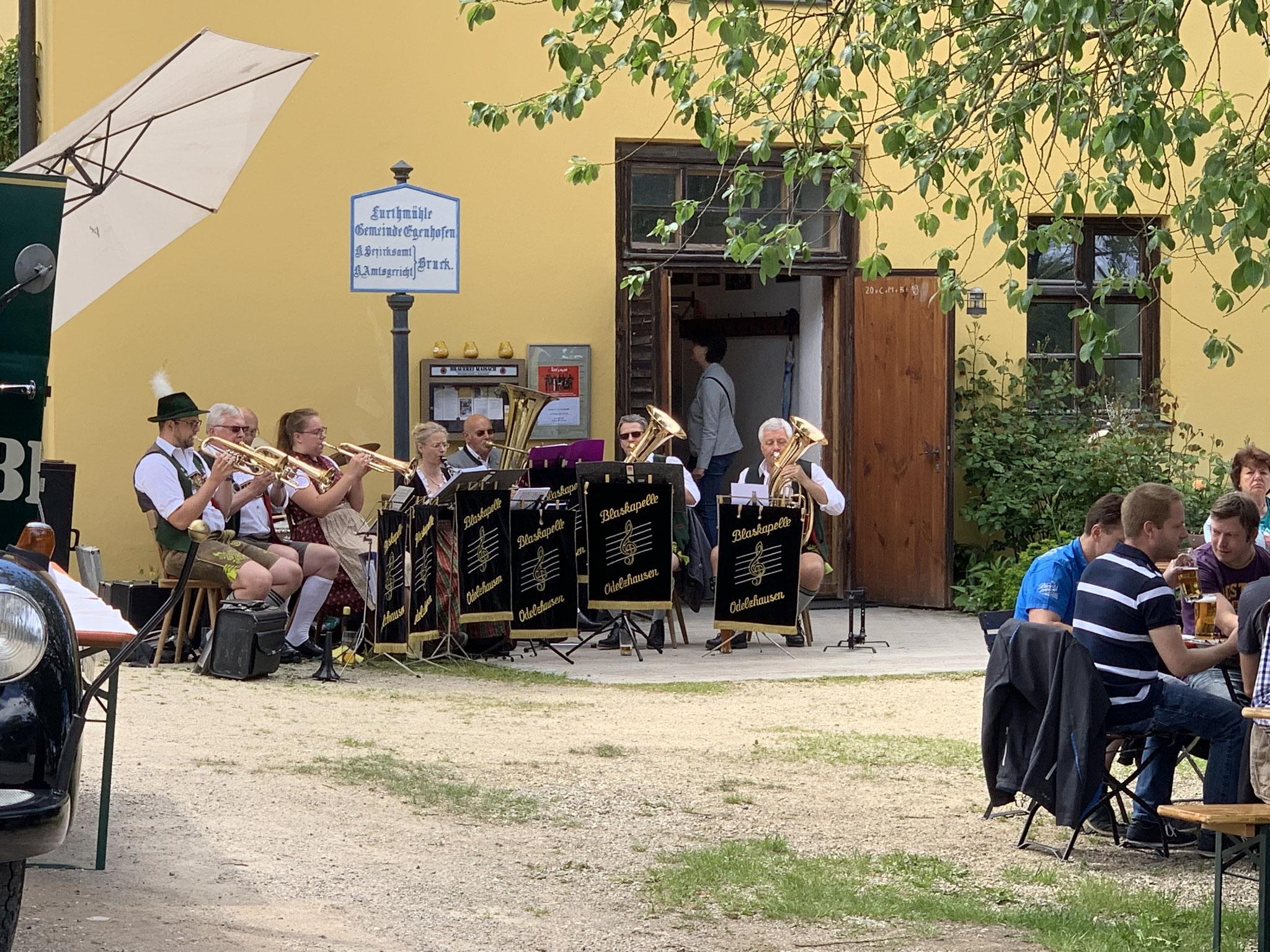 Vatertag mit historischem Bierlaster-Oldtimer