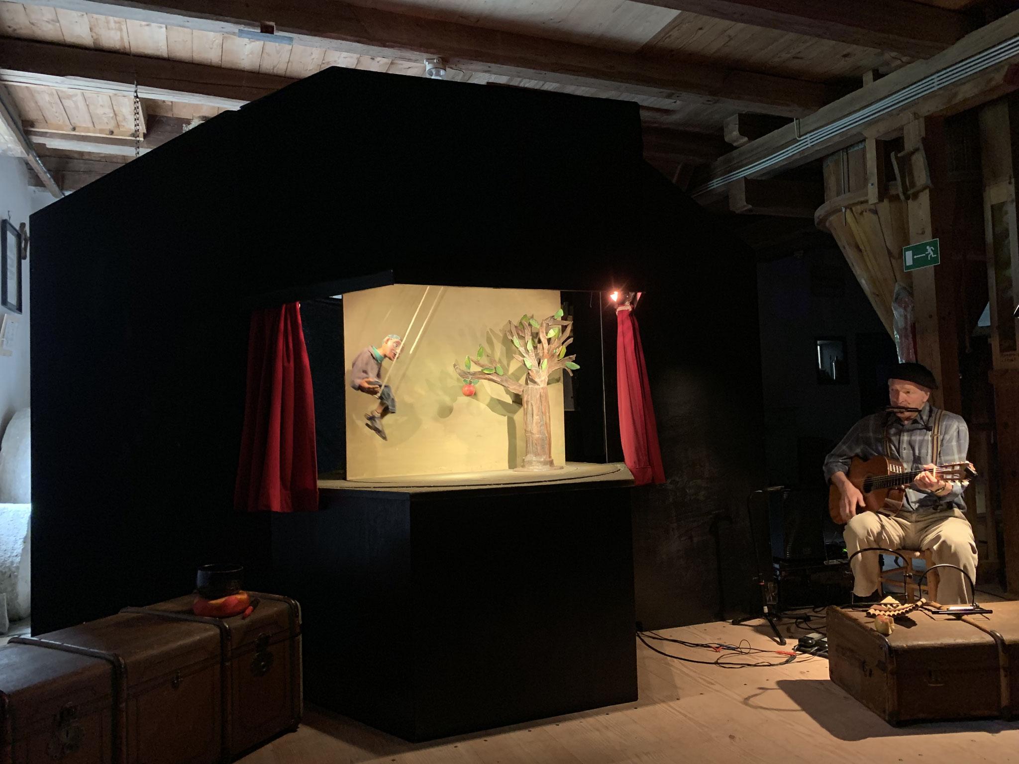 Klapp-Theater - Das Apfelmännchen