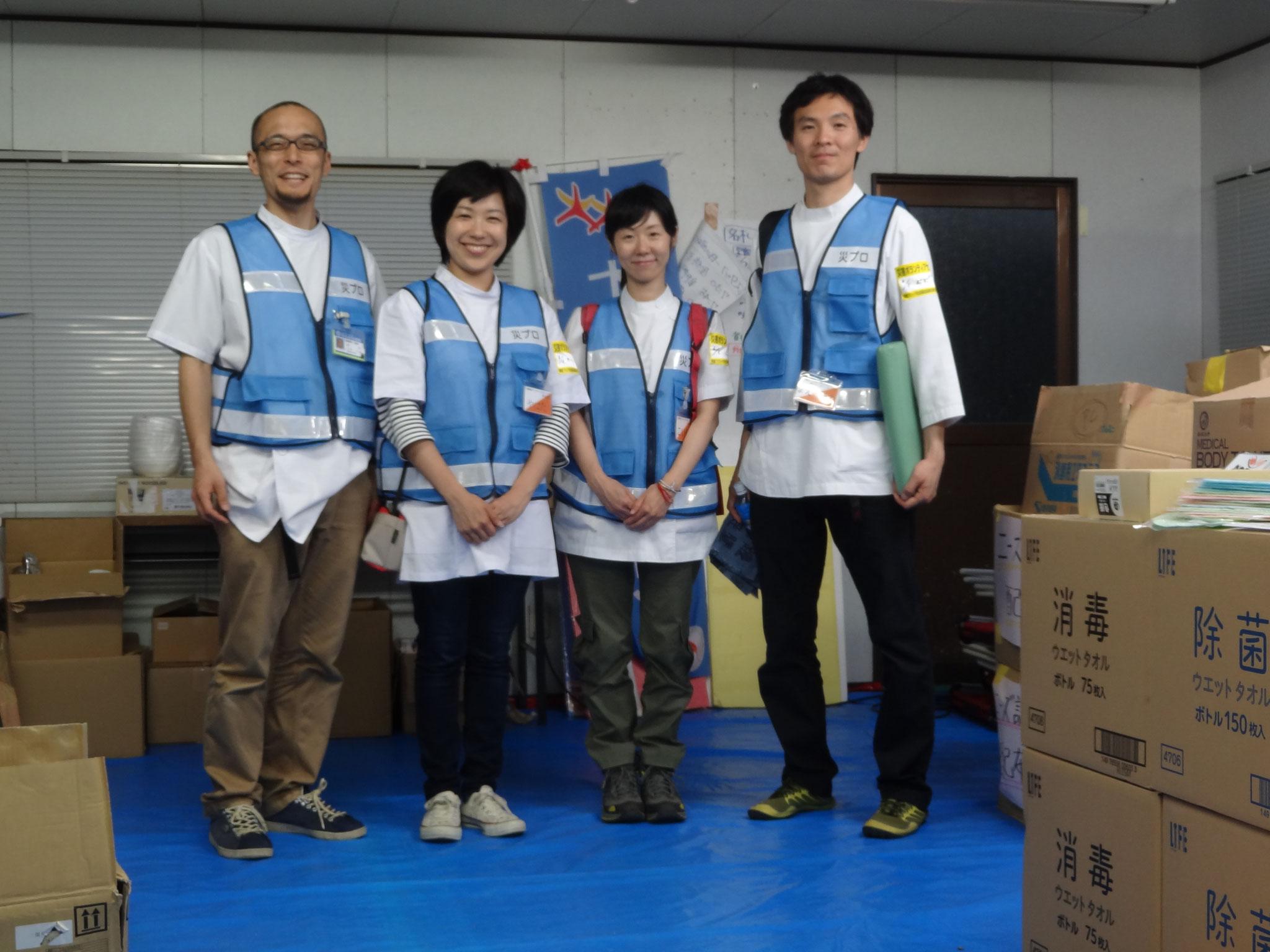 第三次メンバー 左から代表三輪 八幡調整員 小池鍼灸師 前之園鍼灸師