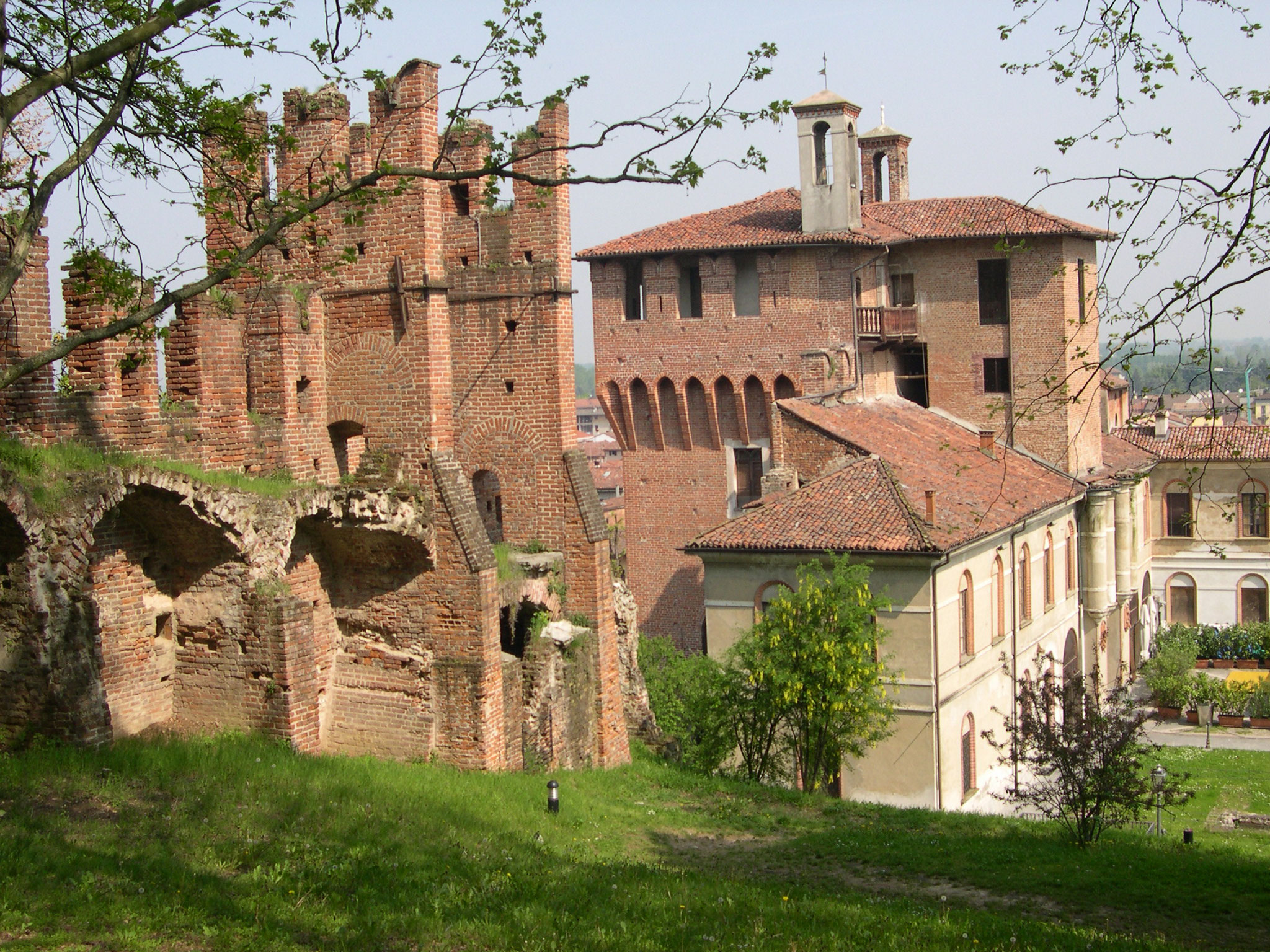 Vista del castello dal parco
