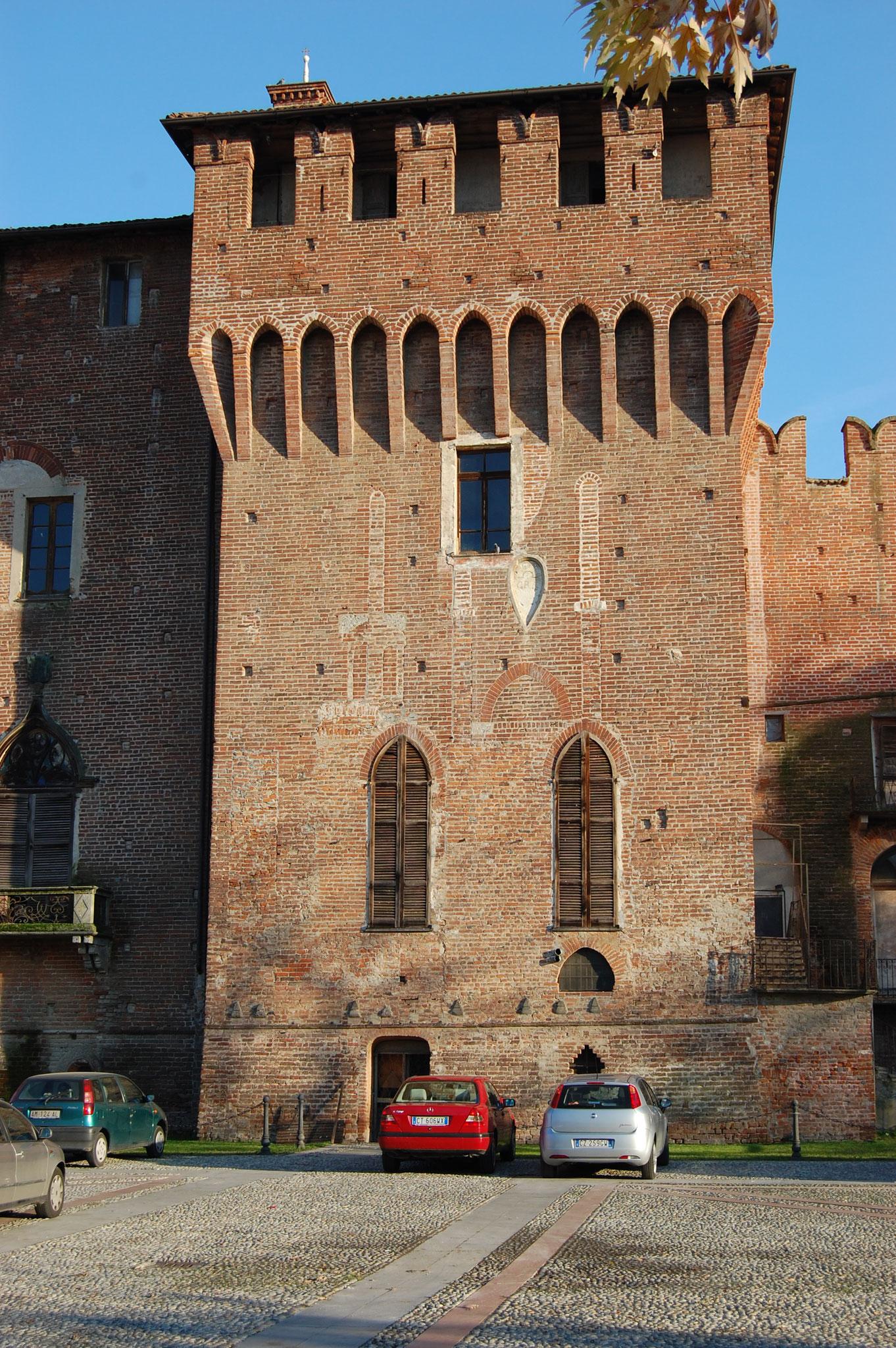 La torre Castellana vista dal parcheggio