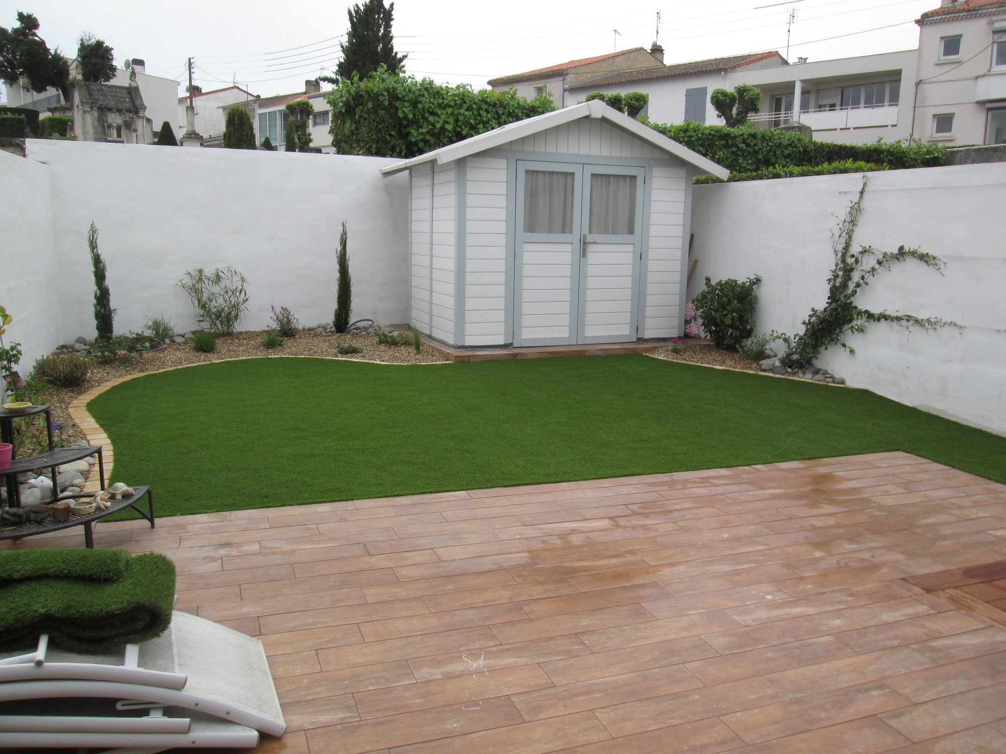 Terrasse bois thenault paysage paysagiste en charente for Entretien jardin charente