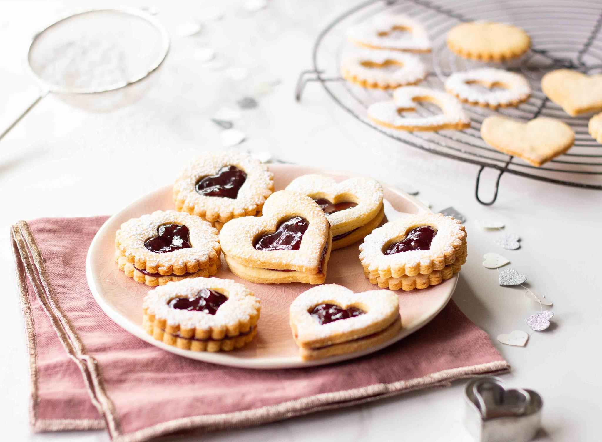 Biscuits linzer fourrés à la confiture