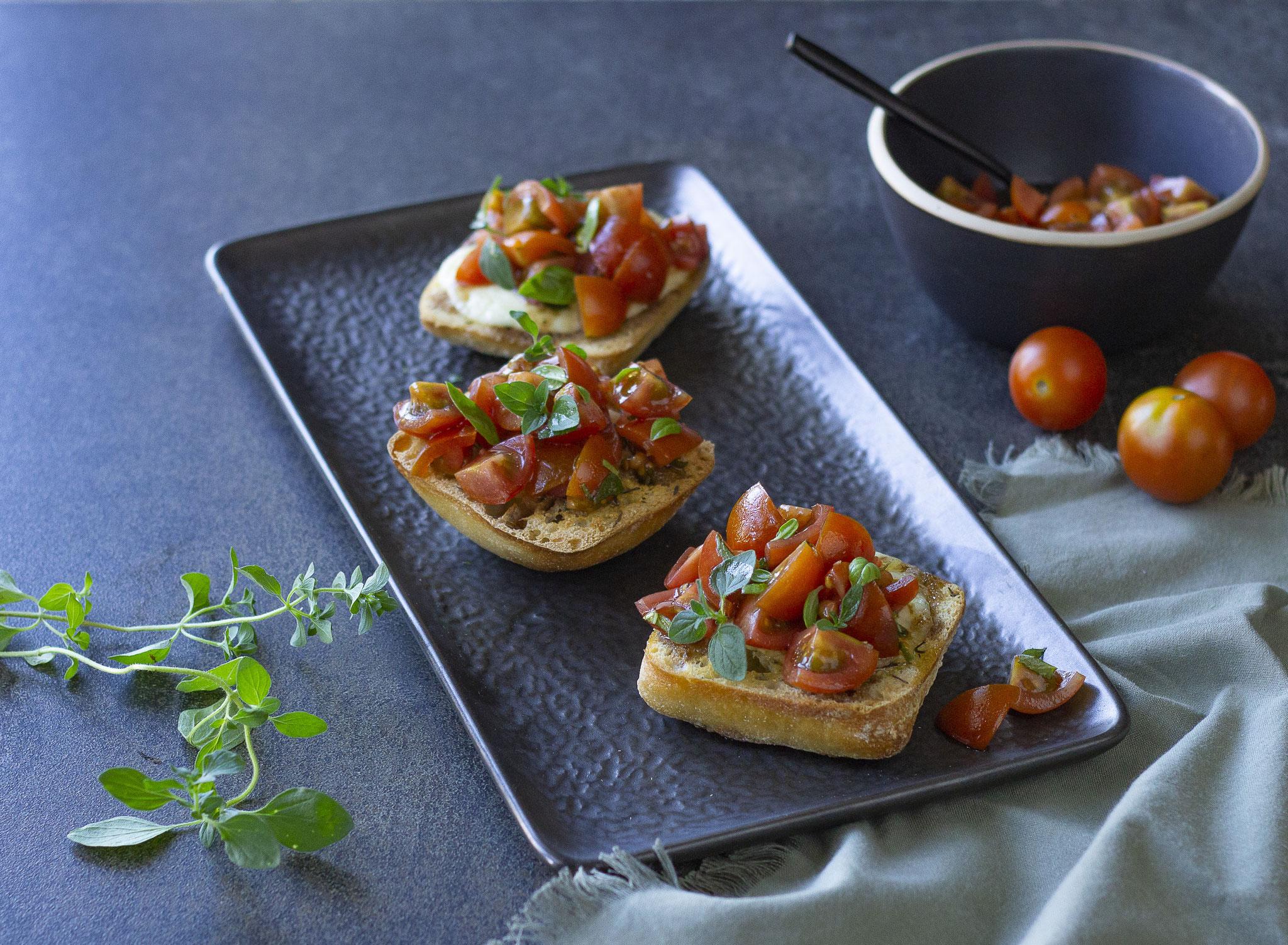 Bruschettas tomates, balsamique et mozzarella