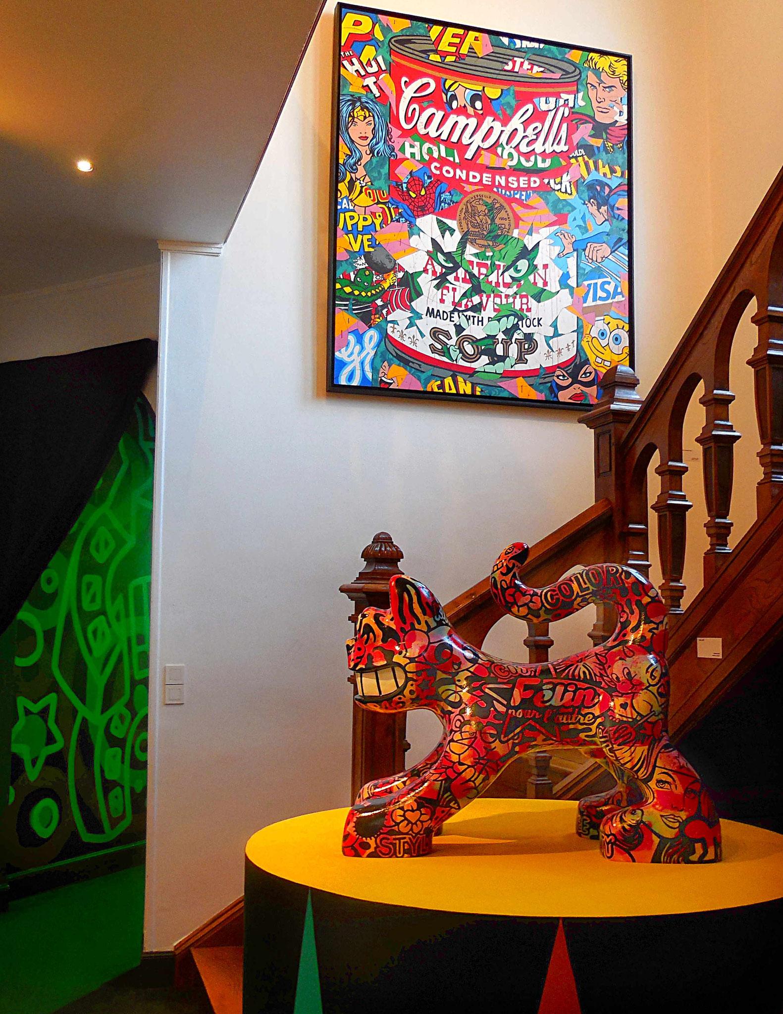 """Au premier plan sculpture de tigre """"Félin pour l'autre"""""""