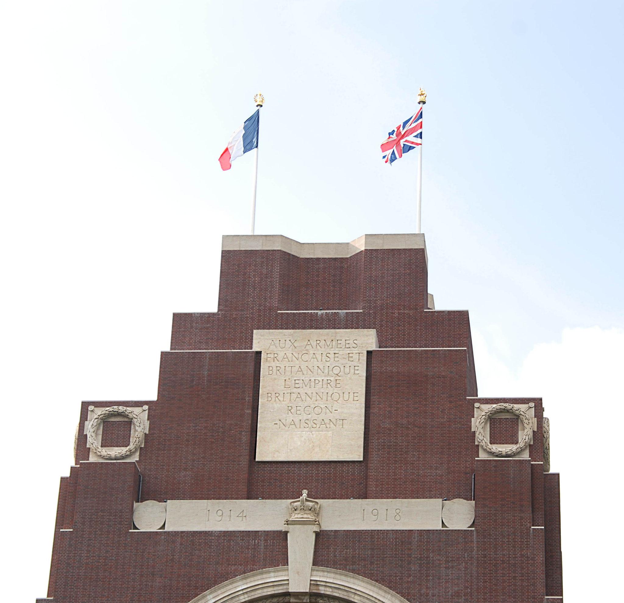 Aux armées française et britannique...