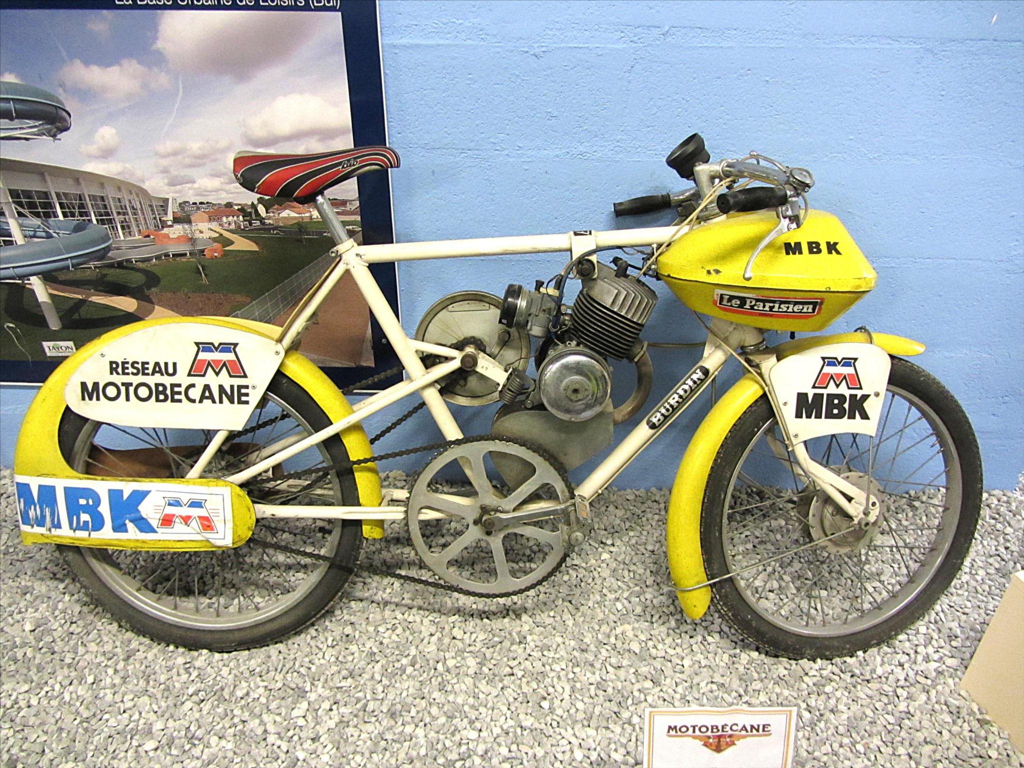 Vélo de course à moteur (?)