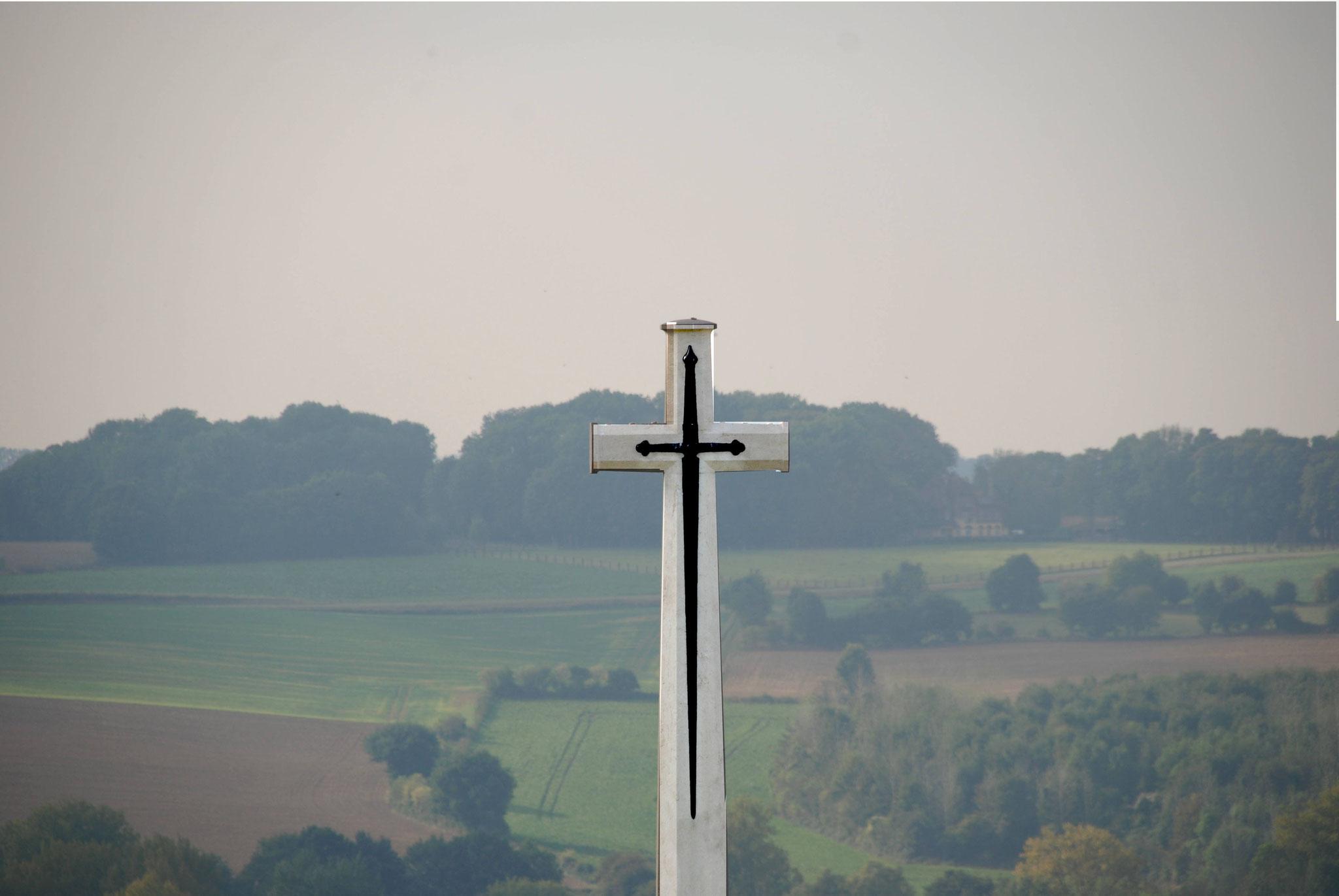la Croix du sacrifice marquée d'une épée de bronze