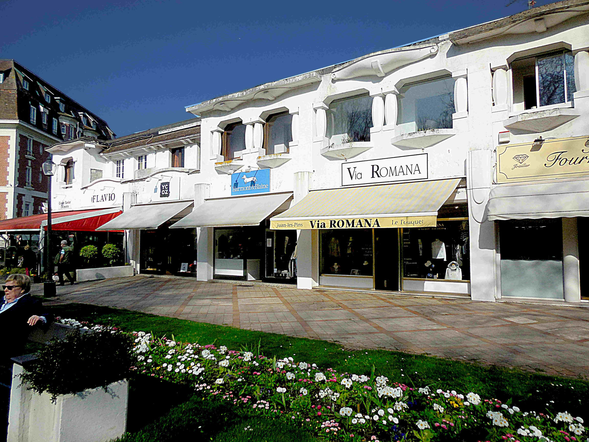 Avenue du Verger, les boutiques / ph JH