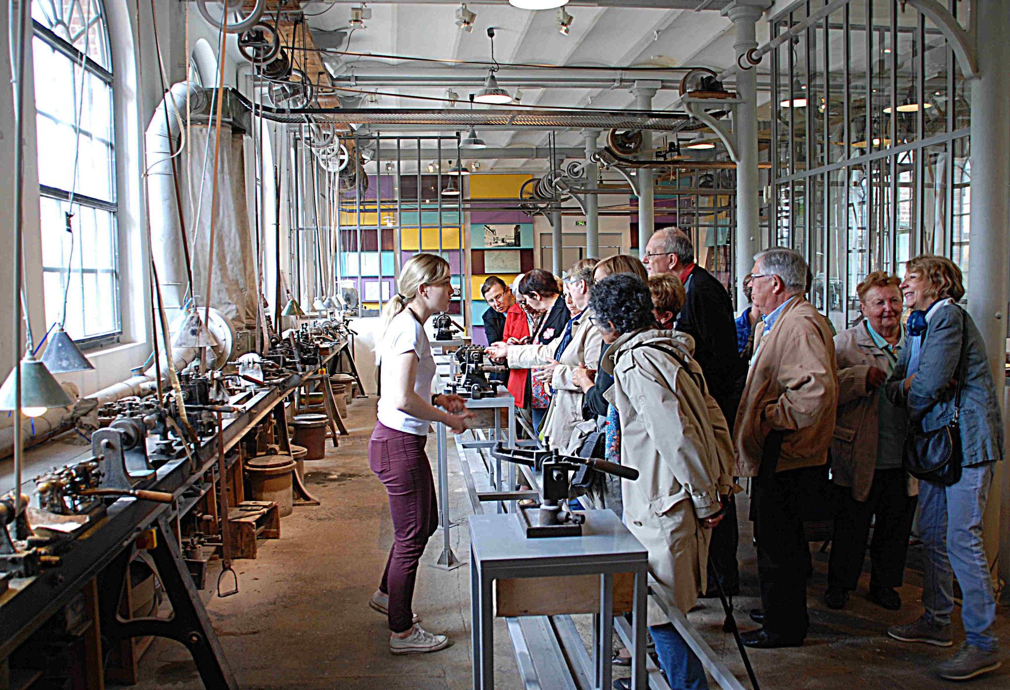 Atelier de boutonnerie, démonstration