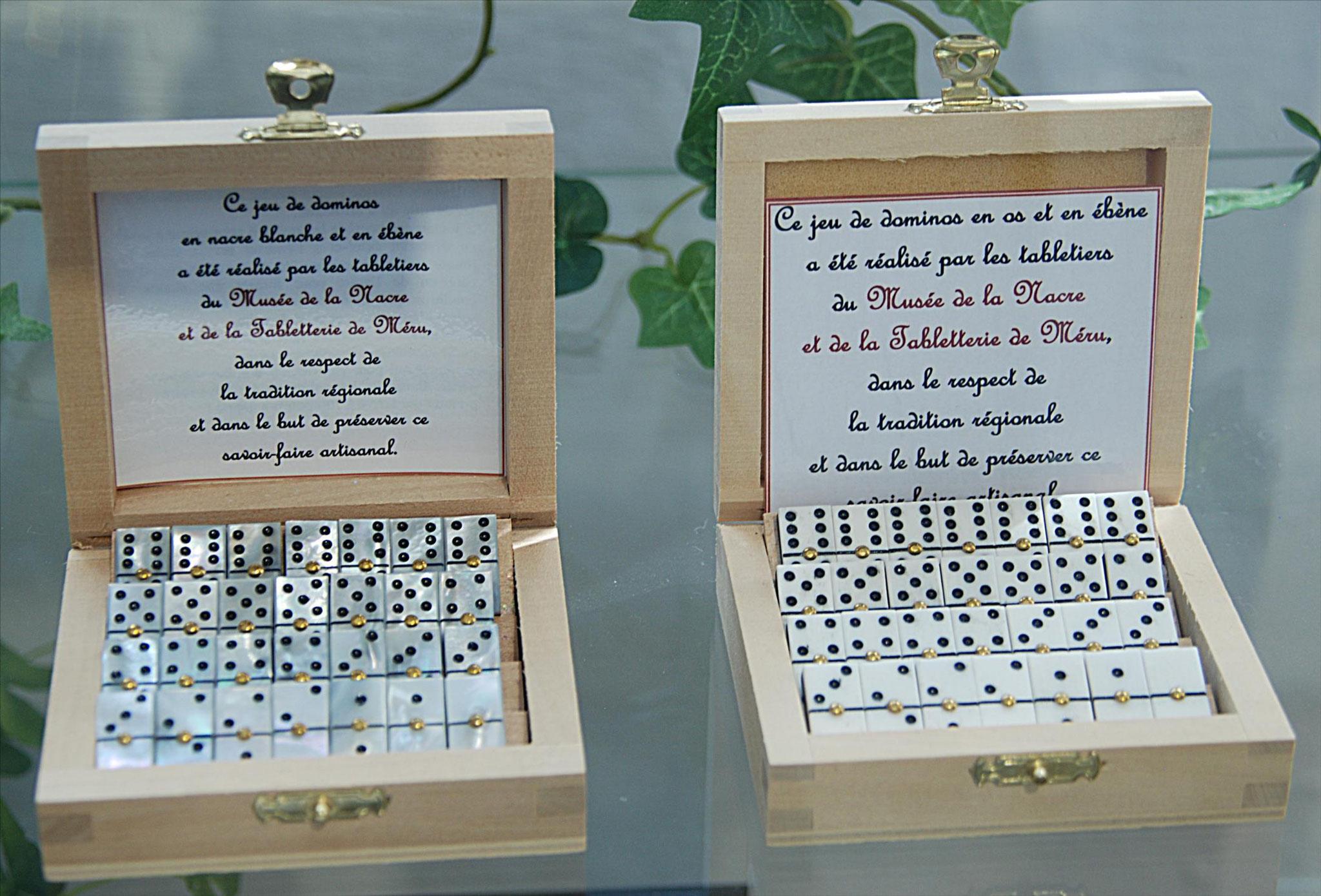 Dominos fabriqués sur place, os ou nacre