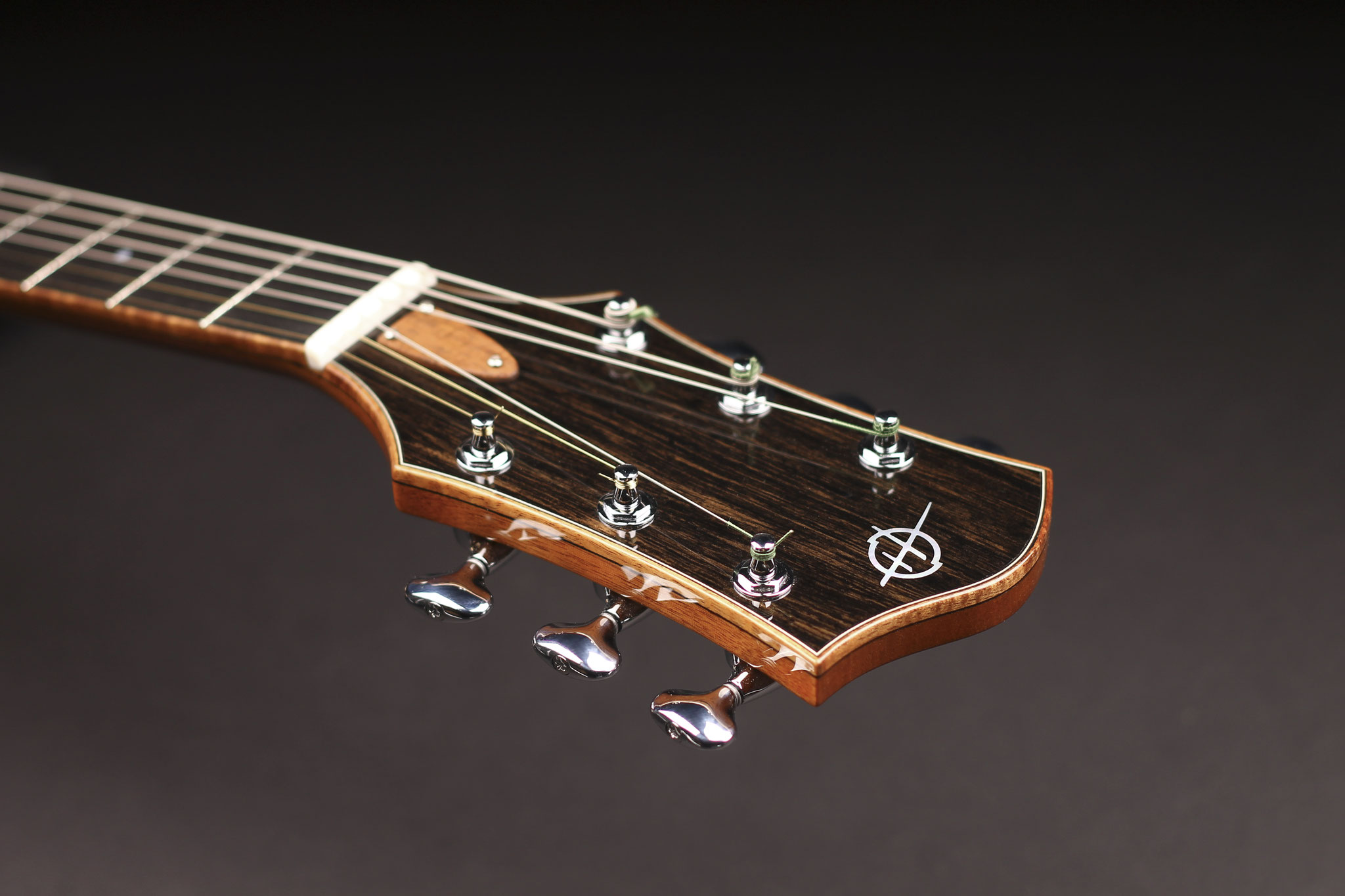 "16"" Montreux Model headstock"