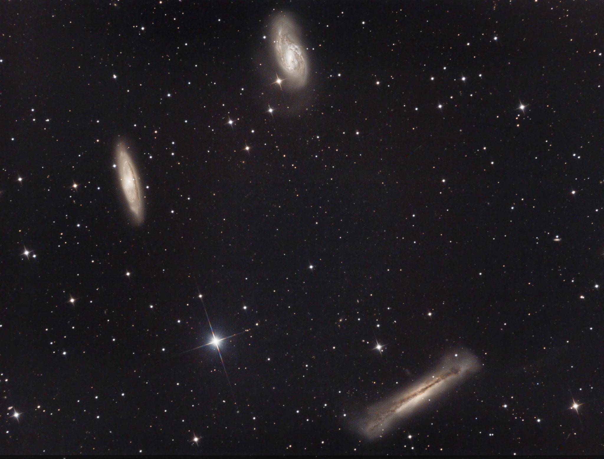 le Triplet du Lion, M65 (gauche), M66 (haut), NGC3628 droite en bas, février 2017, Fabien