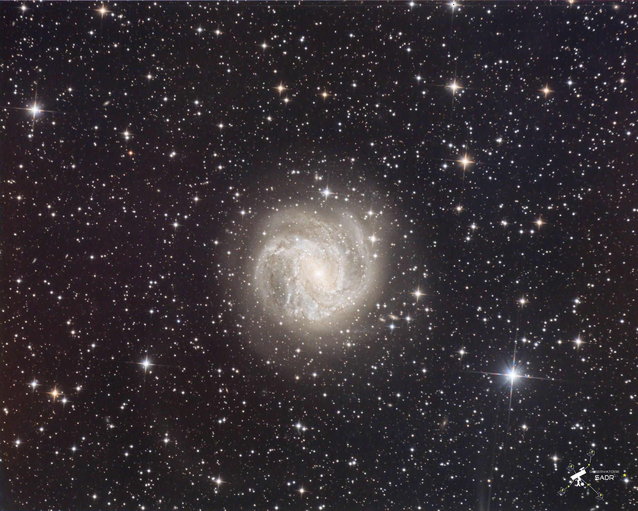 Annotation avec les principales galaxies (catalogue PGC, Principle Galaxies Catalogue) : PGC725680, z=0,11