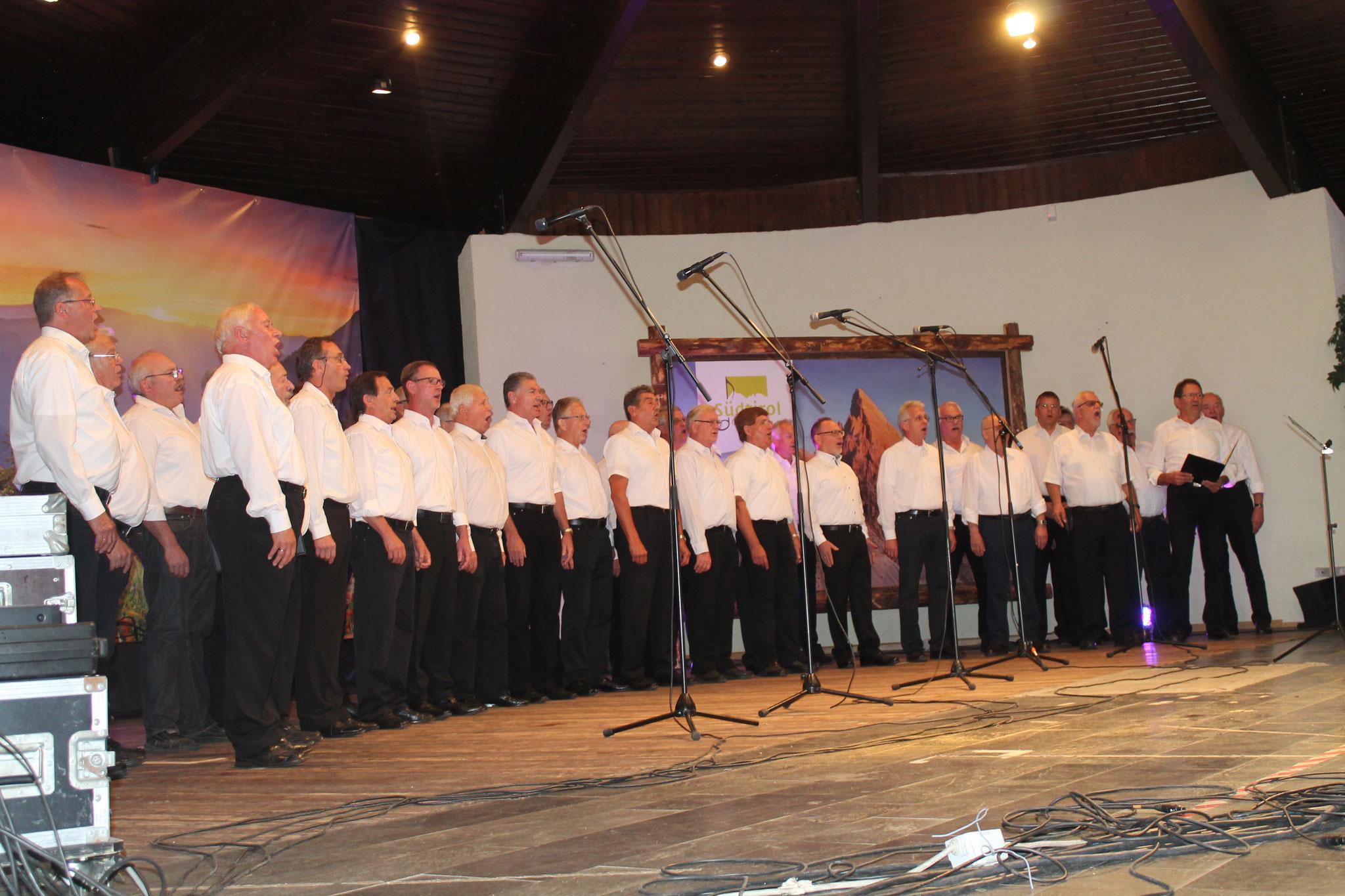 Die Sänger der Chorgemeinschaft Hans- Joachim Schlaud bei den Liedvorträgen
