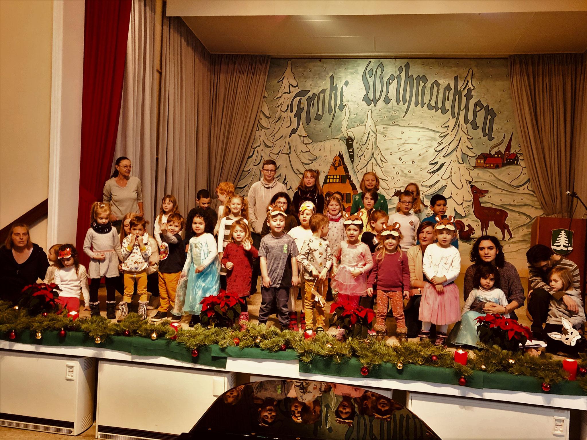 Bermbacher MGV Kinderchor mit den Kindergartenkindern