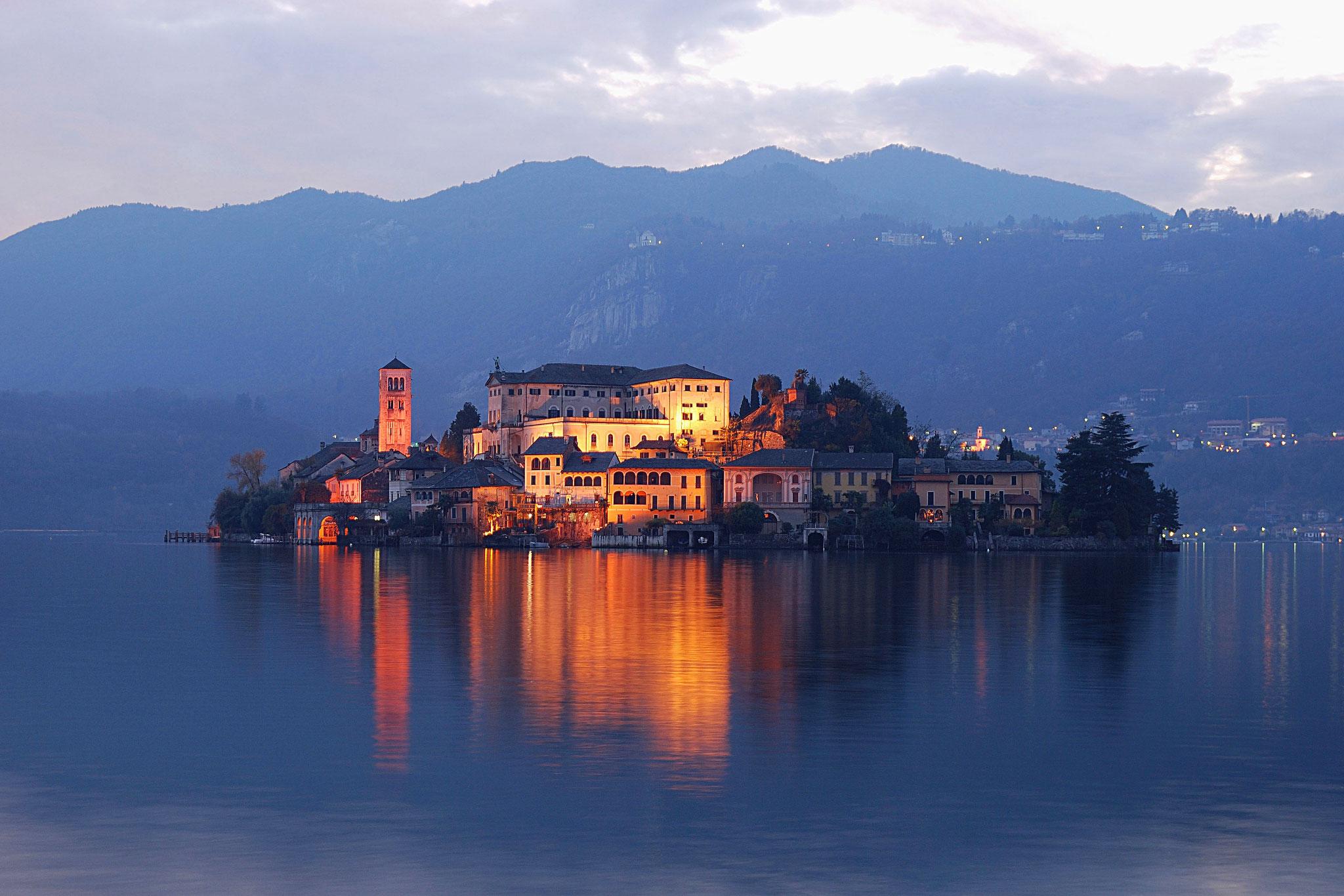 Visita guidata al Sacro Monte di Varallo e a Orta San Giulio con partenza da Milano