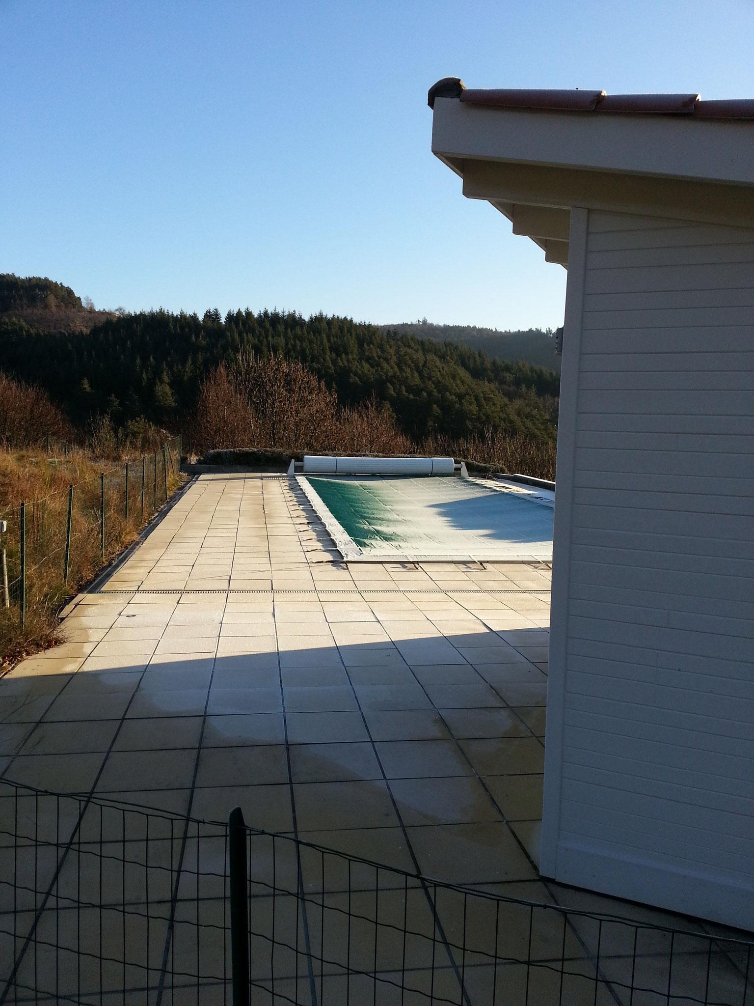 het zwembad in winterstand