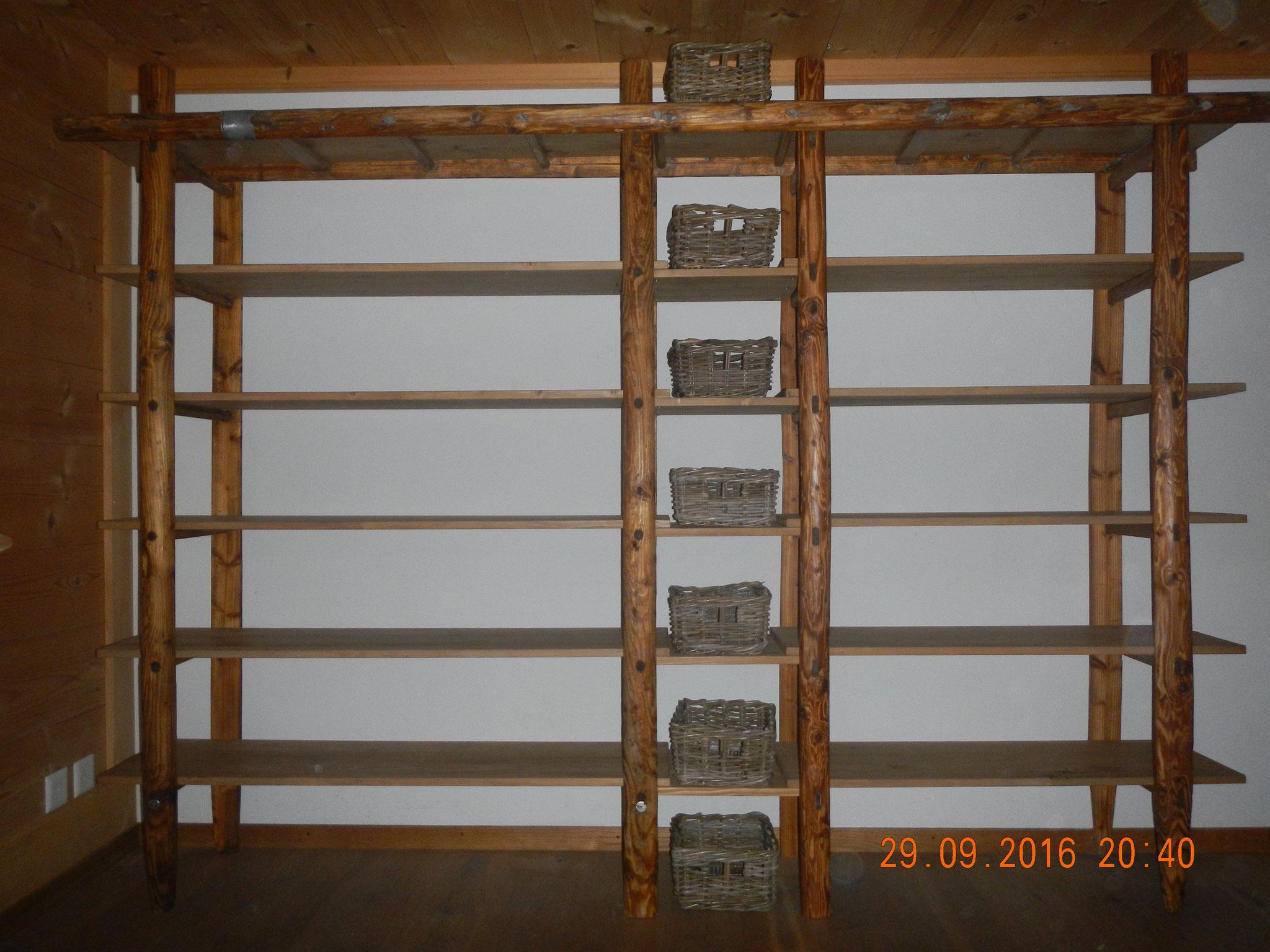 Regal aus alten Leitern
