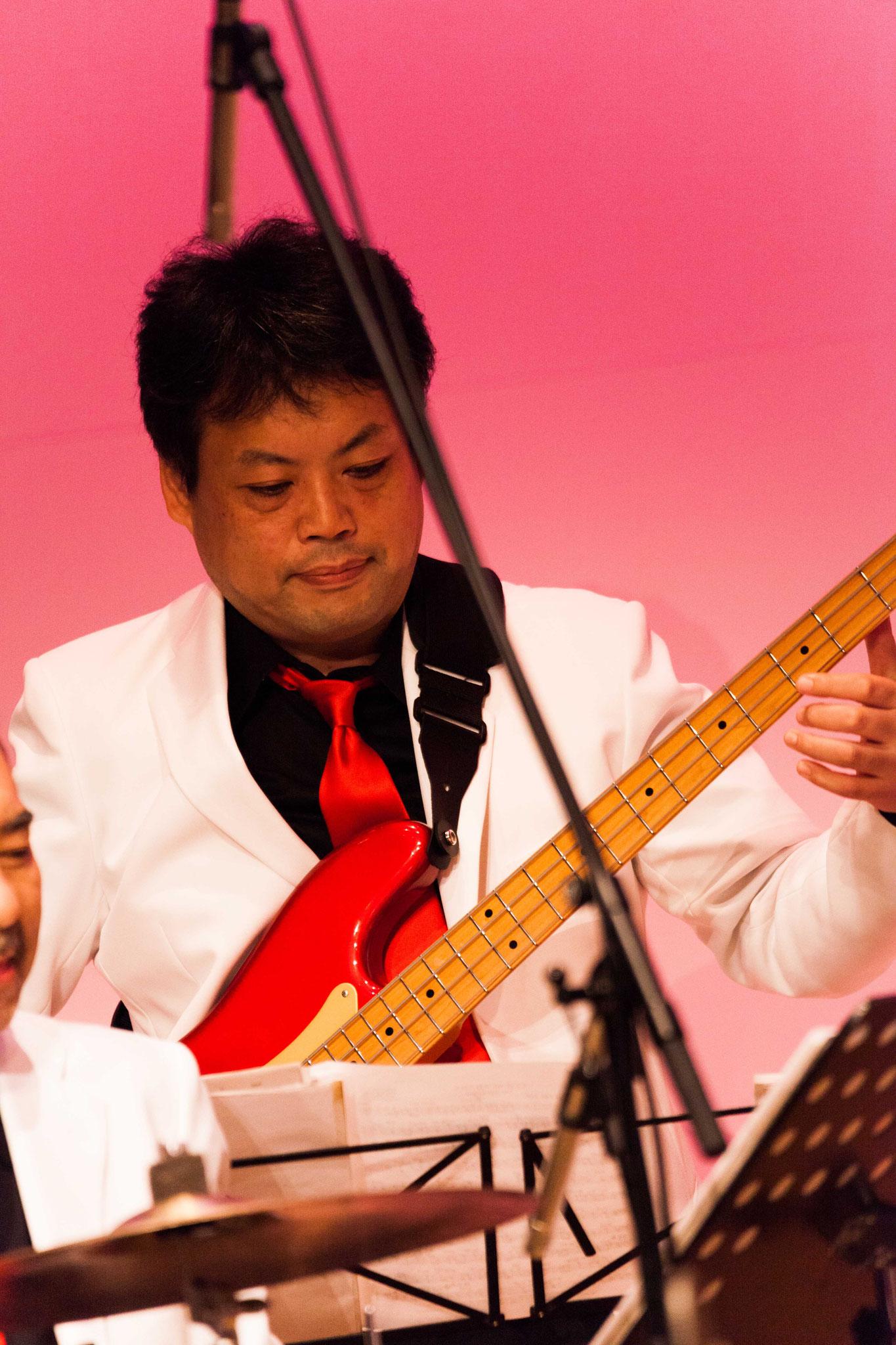 加藤とら則和(bass,banjo)