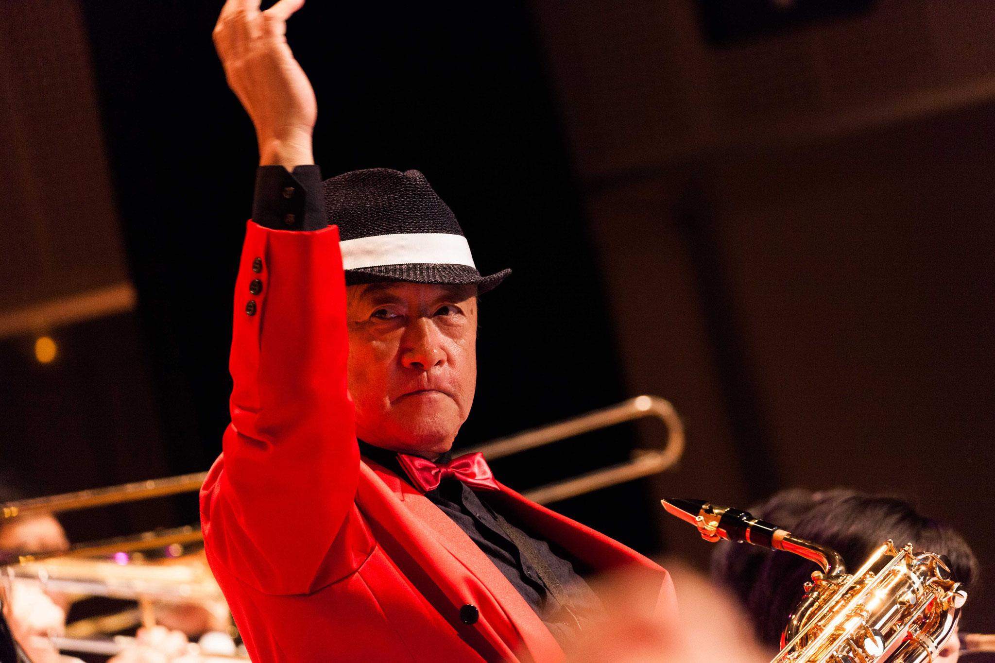 菱沼信夫(Bandmaster,saxophone,flute)