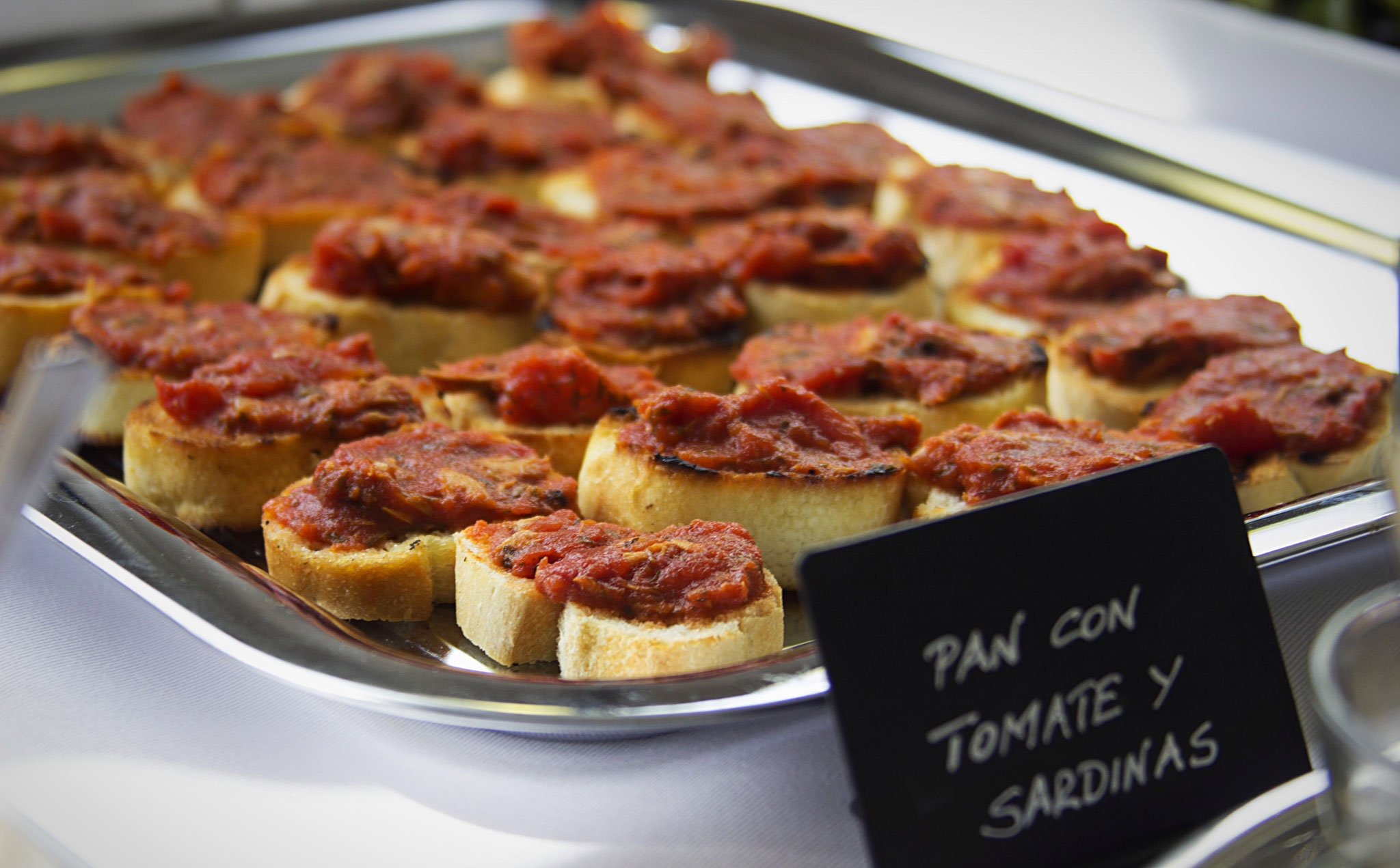 Crostini mit Tomaten Sardinen