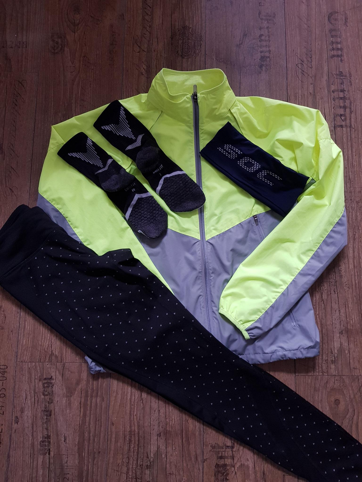 Ohne Blitz - Socken und Jacke von Nike - Hose von Tchibo - Stirnband von S.O.C