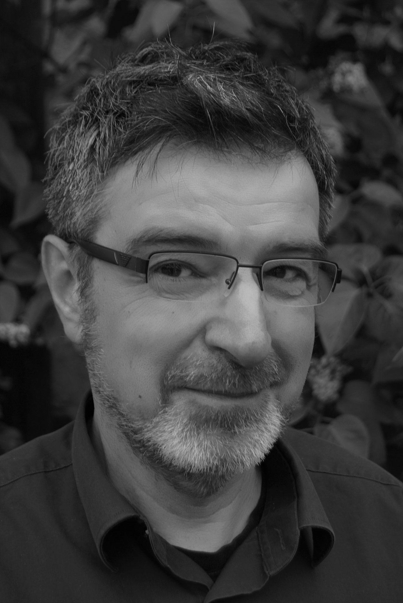 Manfred Prescher hat als Redakteur bei verschiedenen Magazinen (Computer, Auto, Kultur), als Musikredakteur und Moderator im Privatradio, sowie leitender Redakteur einer mittelgroßen PR-Agentur gearbeitet.