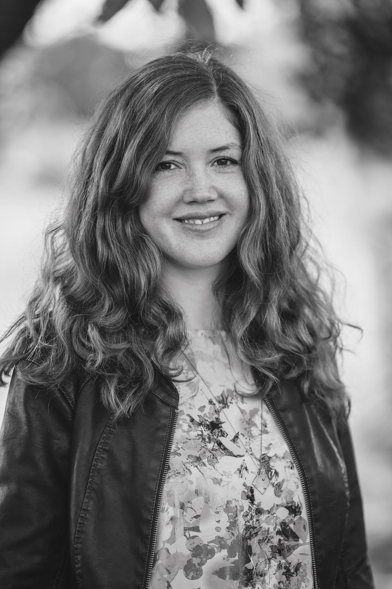 Svenja Tengs lebt als freie Autorin und Übersetzerin in Berlin lebt. Sie schreibt auch Gedichte, rappt unter dem Künstlerna-men Seya und setzt sich mit Themen wie MeeToo und Empowerment auseinander.