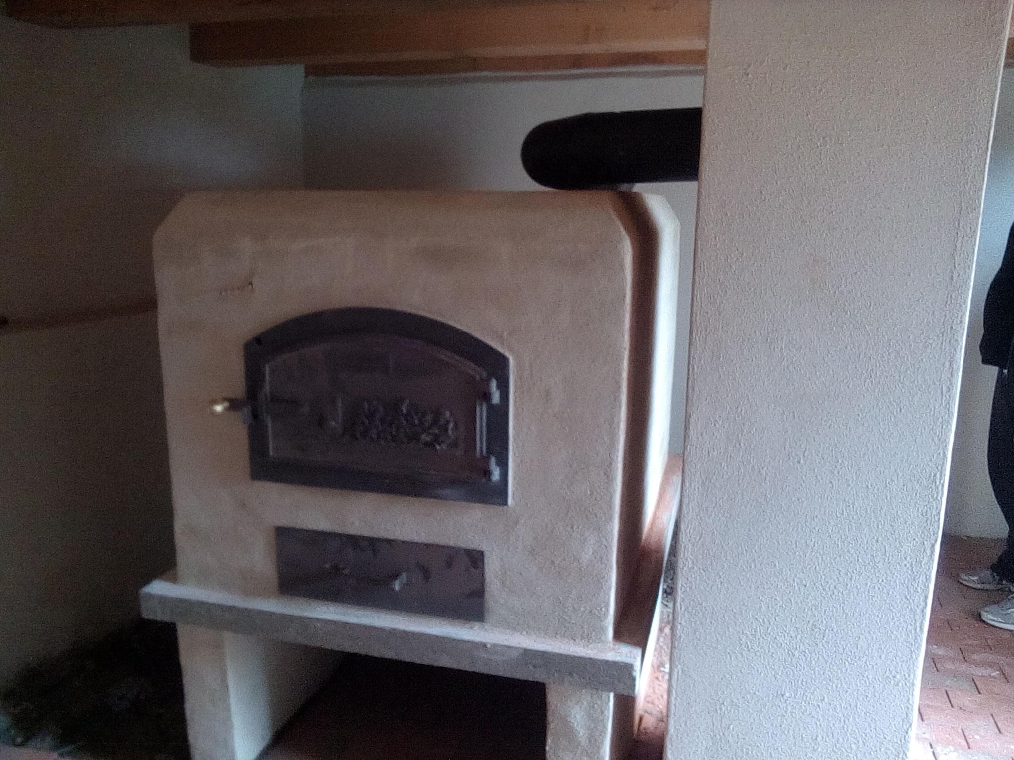 Der neue Holzbackofen in der Bäckerei