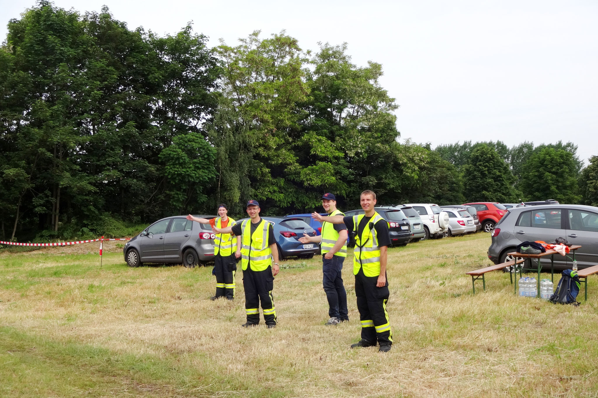 Die Feuerwehr war für die Parkplätze verantwortlich Bild: Dietmar Nikelat