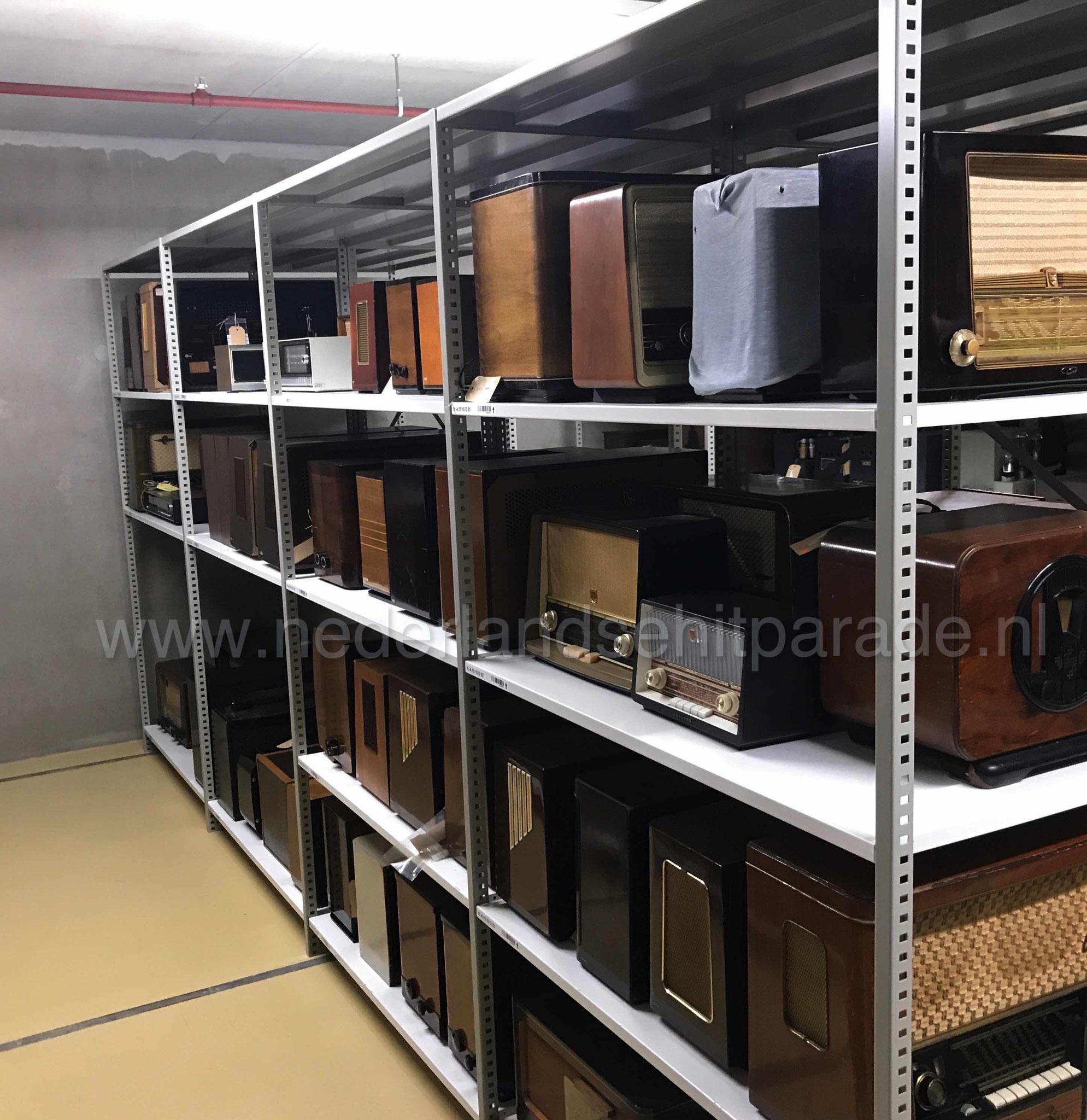 Beeld en geluid etage min 4 (radio's depot 01)