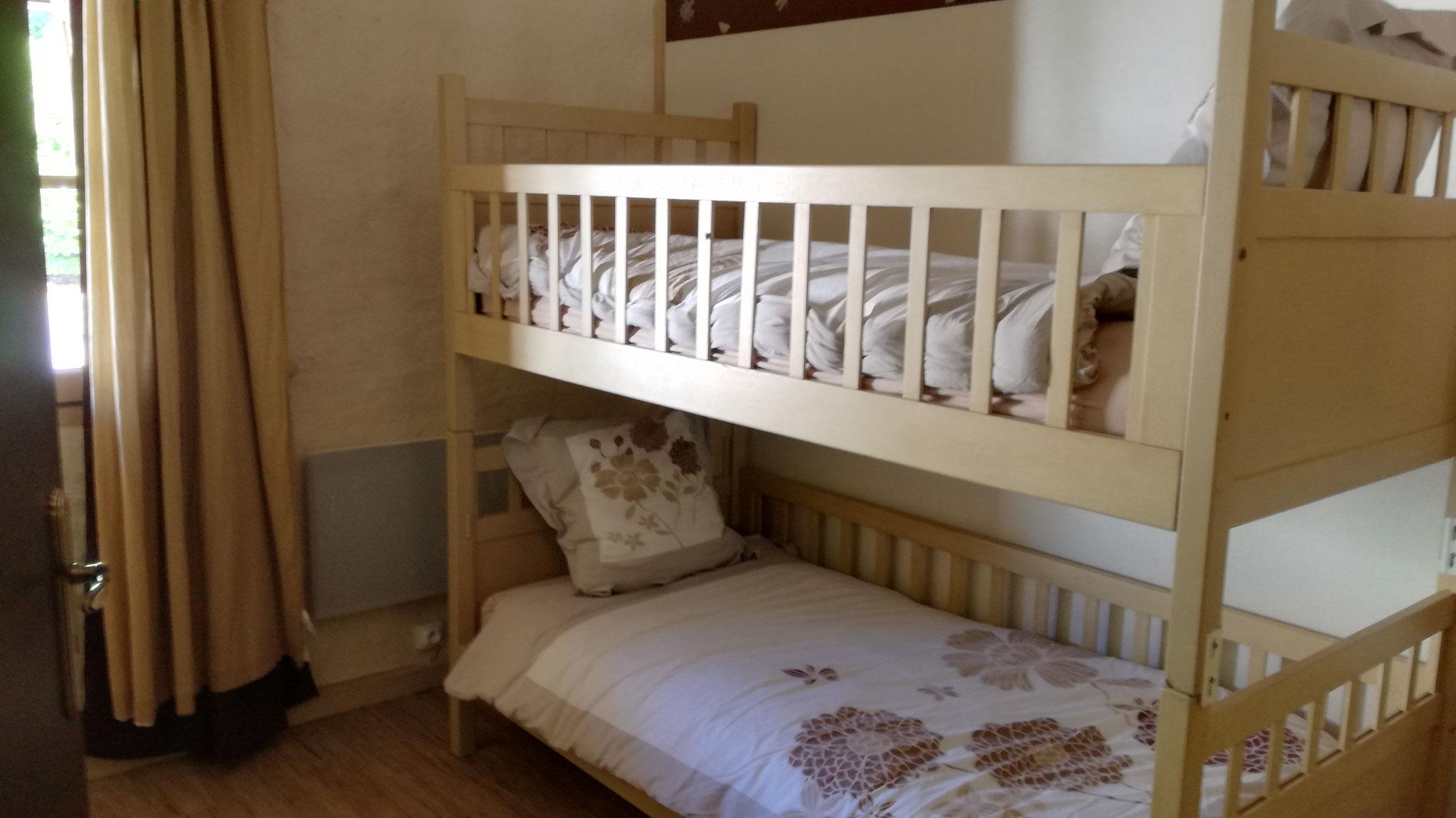 Petite chambre, lits supperposés ou côte à côte
