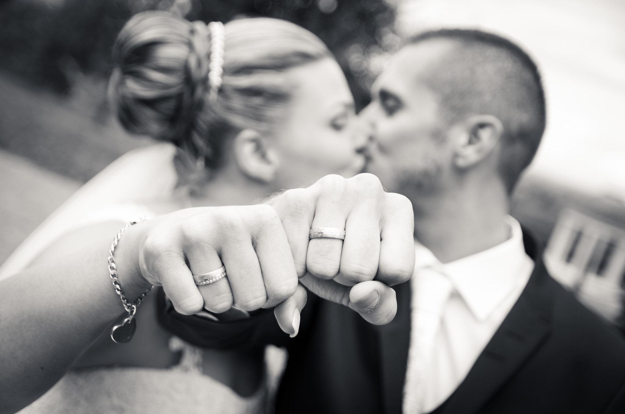 Hochzeitsfotograf Offenburg Daniel Keller / Paar mit Eheringe